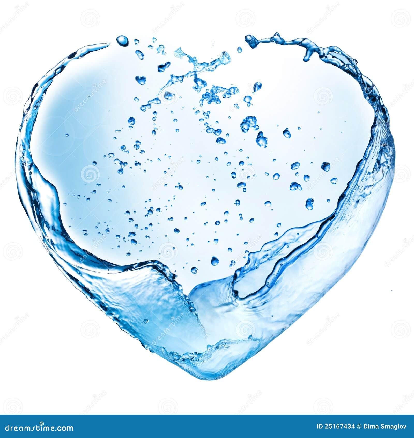 Coeur de Valentine fait en éclaboussure de l eau