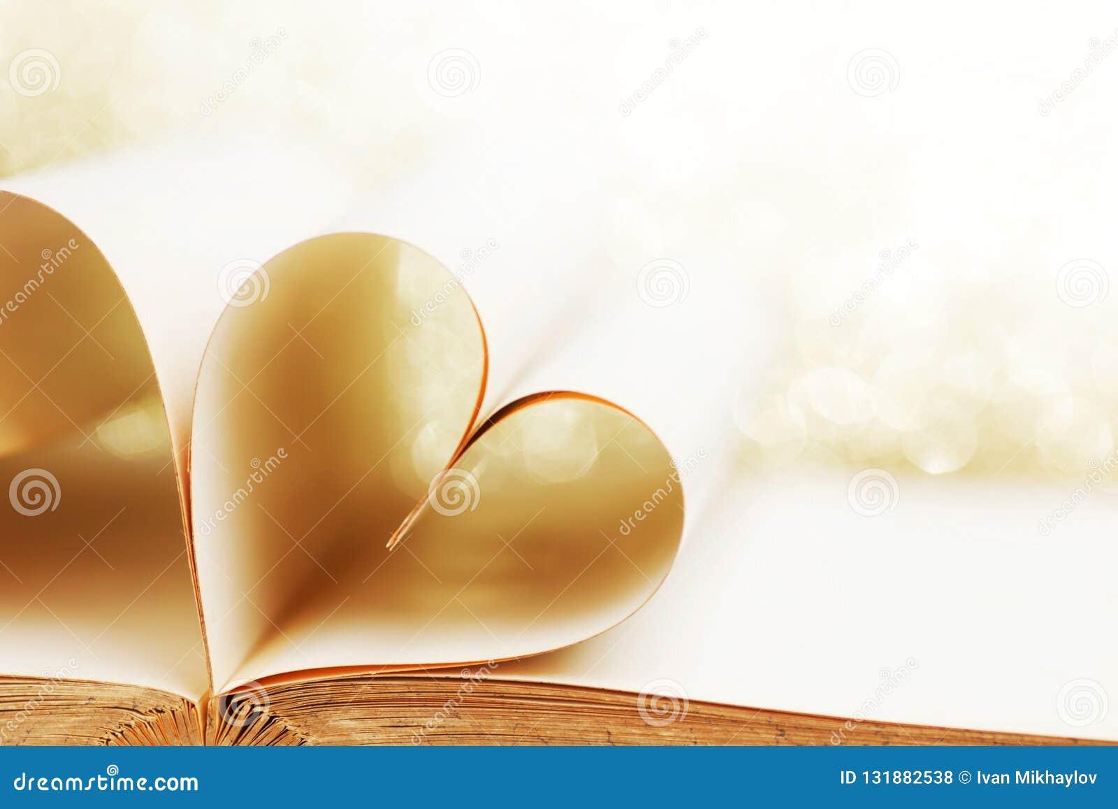 Coeur des pages de livre