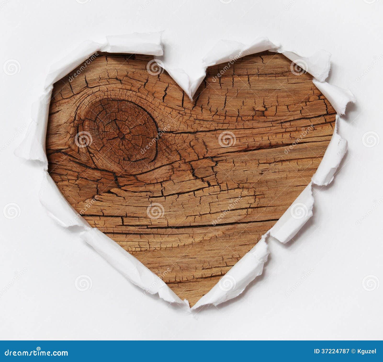 coeur en bois trou de papier d chir dans la forme de coeur avec du vieux bois photographie. Black Bedroom Furniture Sets. Home Design Ideas