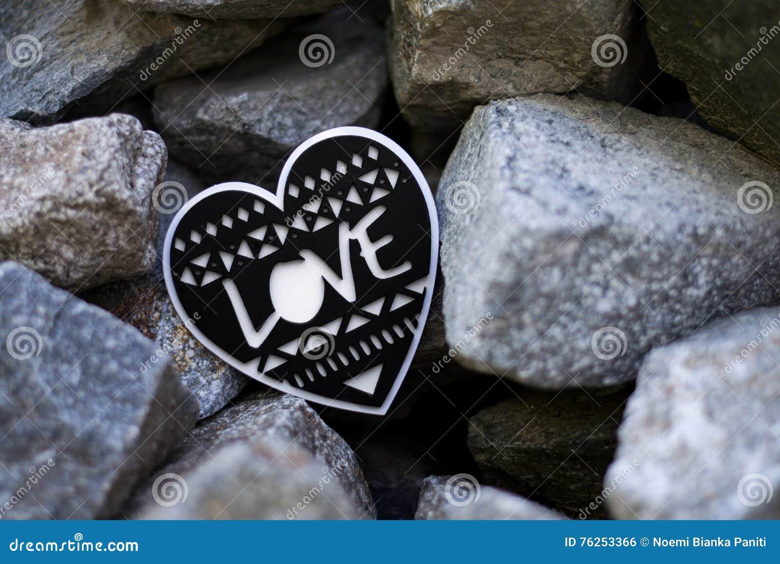 Coeur Noir Et Blanc Avec Le Texte Damour à Lintérieur