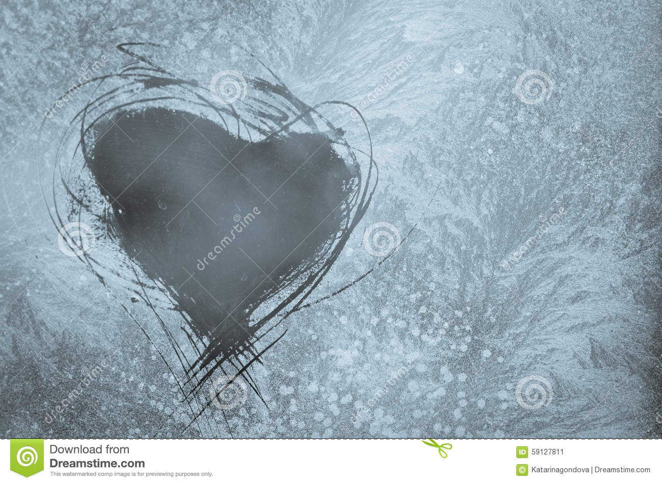 Coeur ray sur la fen tre givr e photo stock image 59127811 for Fenetre givre