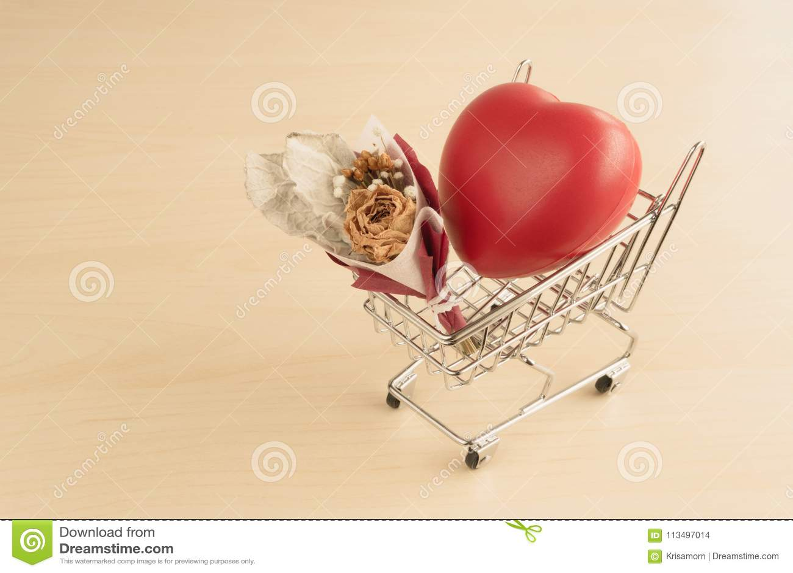 Coeur Rouge D Amour Et Bouquet Sec De Fleur Photo Stock Image Du