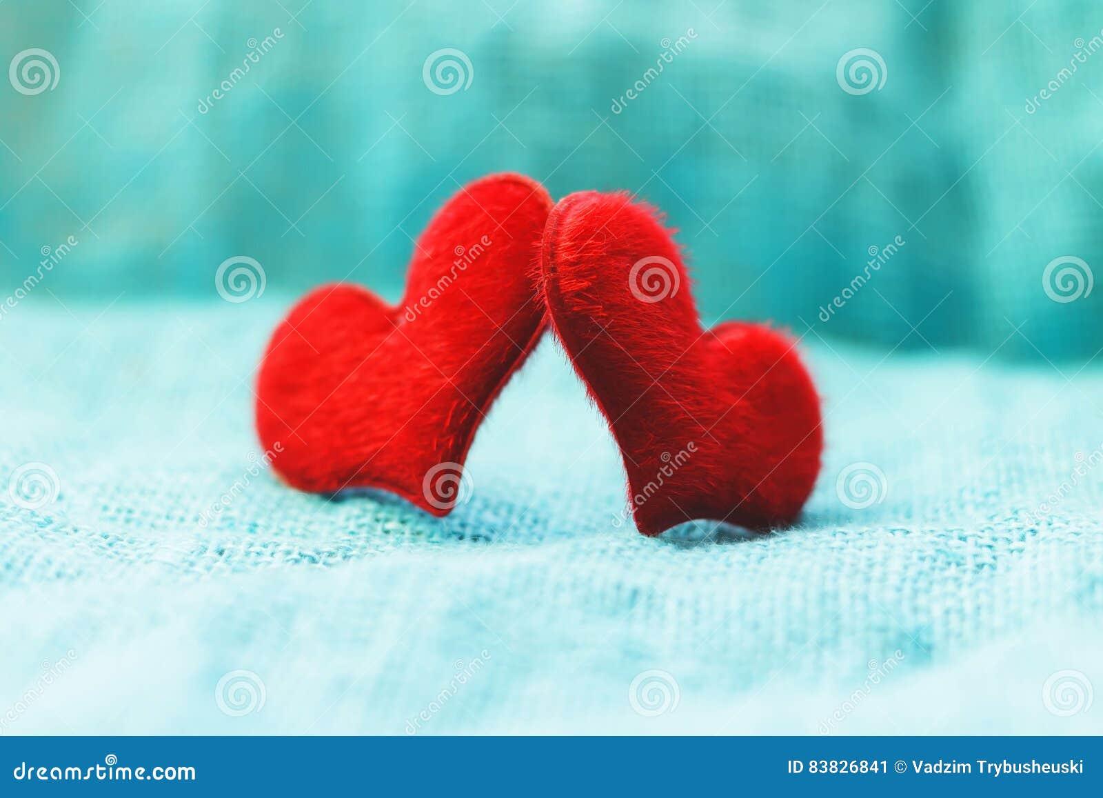 Coeur rouge un jour du ` s de St Valentine de fond de turquoise