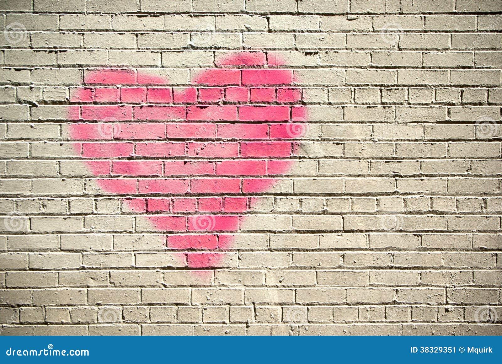 coeur sur un mur de briques image stock image du coeur structure 38329351. Black Bedroom Furniture Sets. Home Design Ideas