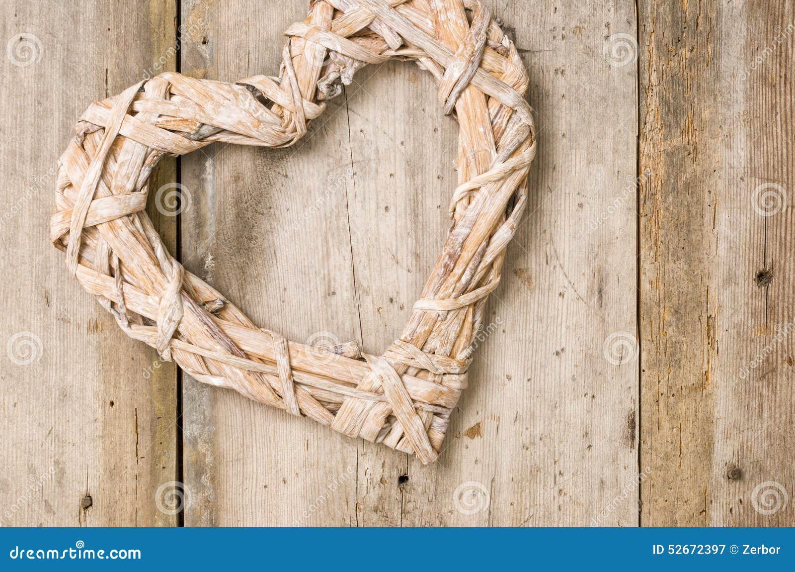 coeur tress devant un fond en bois photo stock image. Black Bedroom Furniture Sets. Home Design Ideas