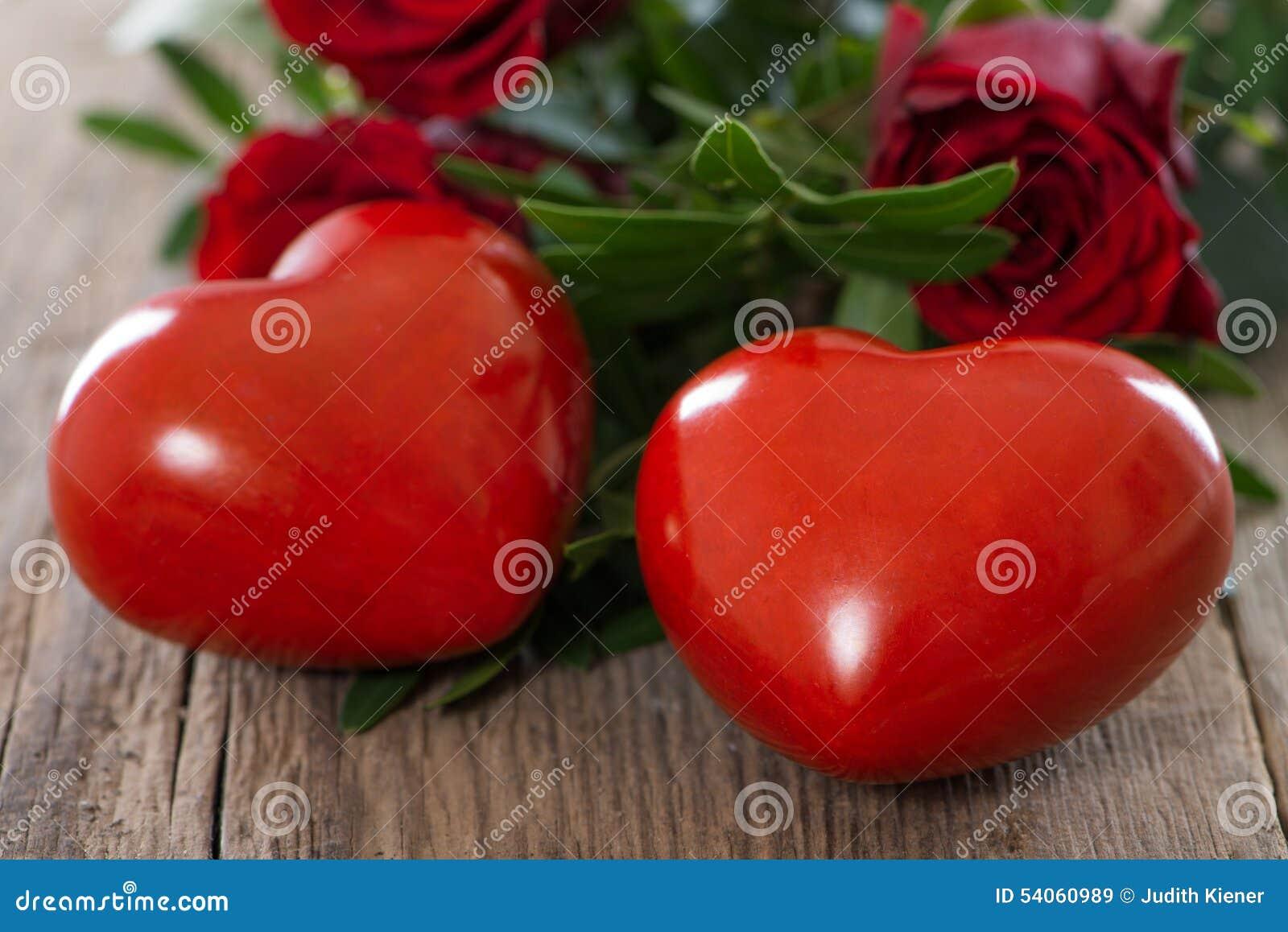 Coeurs avec des roses
