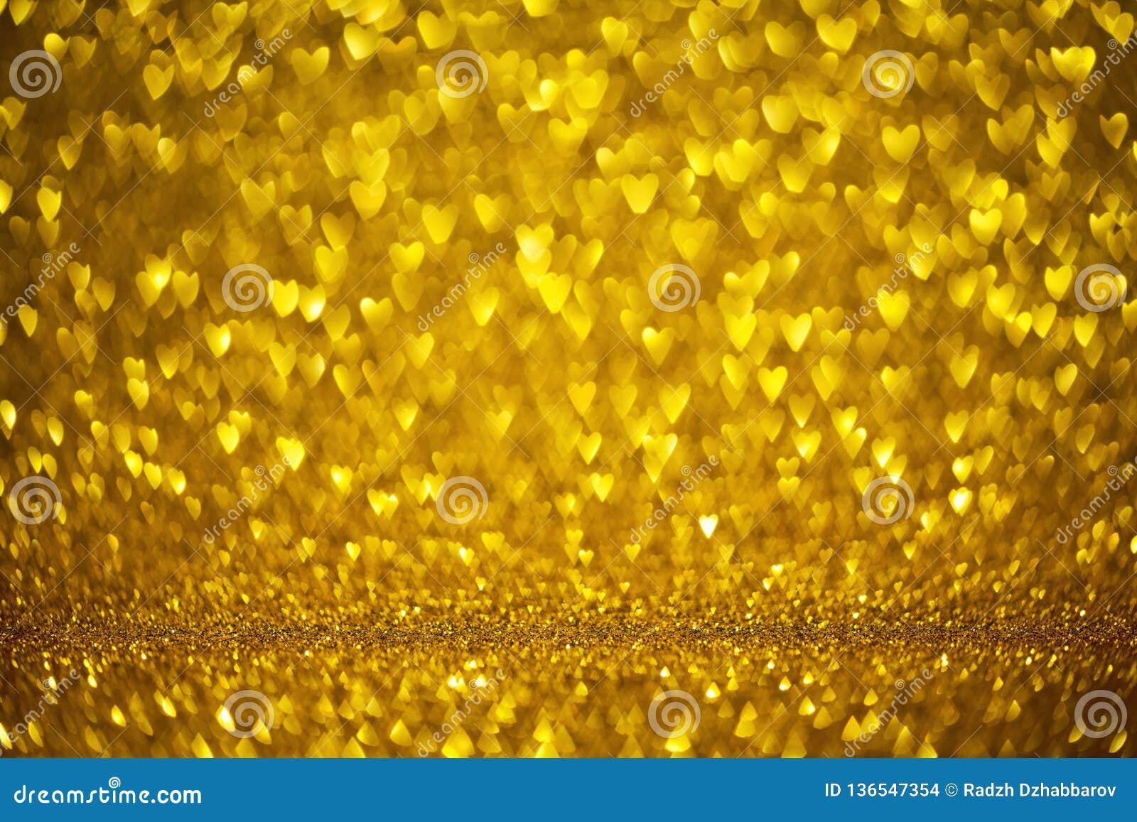 Coeurs heureux de forme de bokeh d or de carte de voeux de Saint-Valentin Décoration de jour d amour avec le fond d or brouillé d