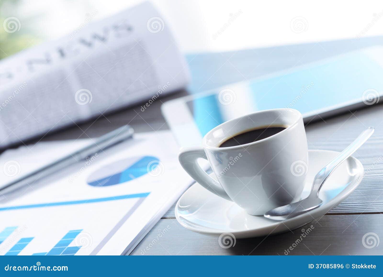 Download Coffe przerwa przy pracą zdjęcie stock. Obraz złożonej z pióro - 37085896