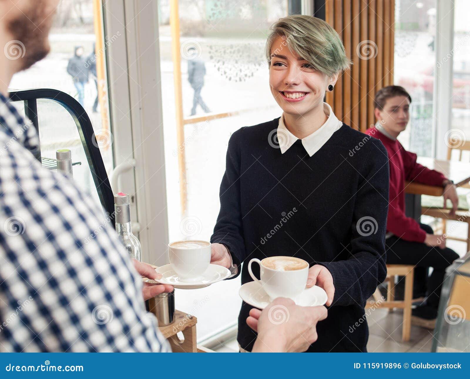 Coffee shop för flicka för livsstil för Hipsterungdomfritid