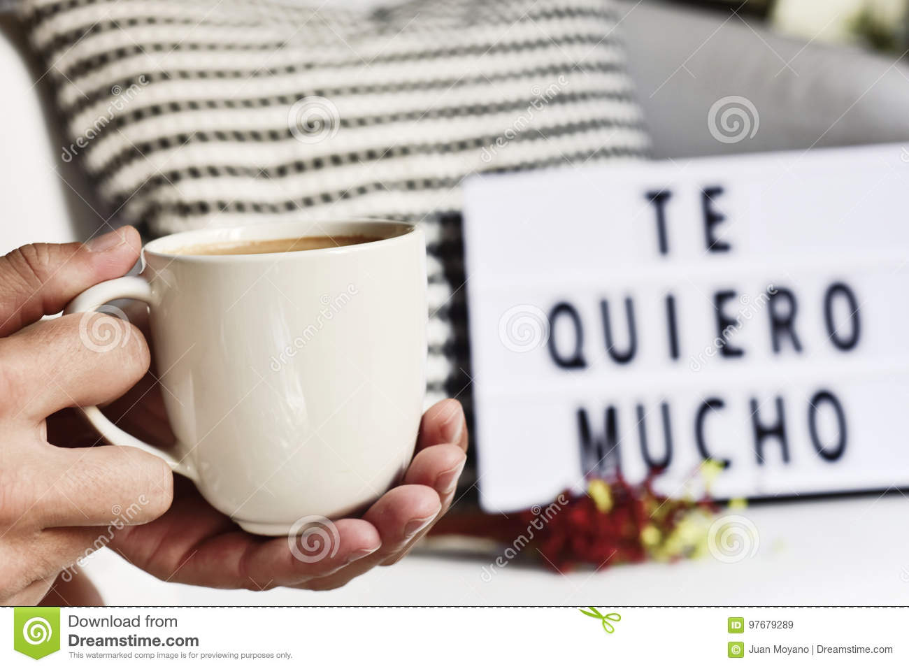 Coffee and text I love you so much in Spanish