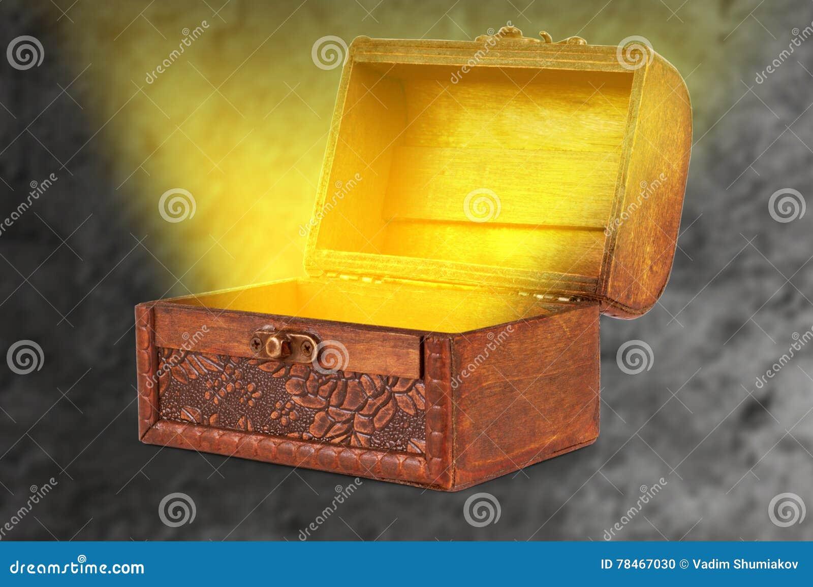 Coffre au tr sor en bois avec un t sortant l ger effil magique illustration stock image 78467030 - Coffre chasse au tresor ...