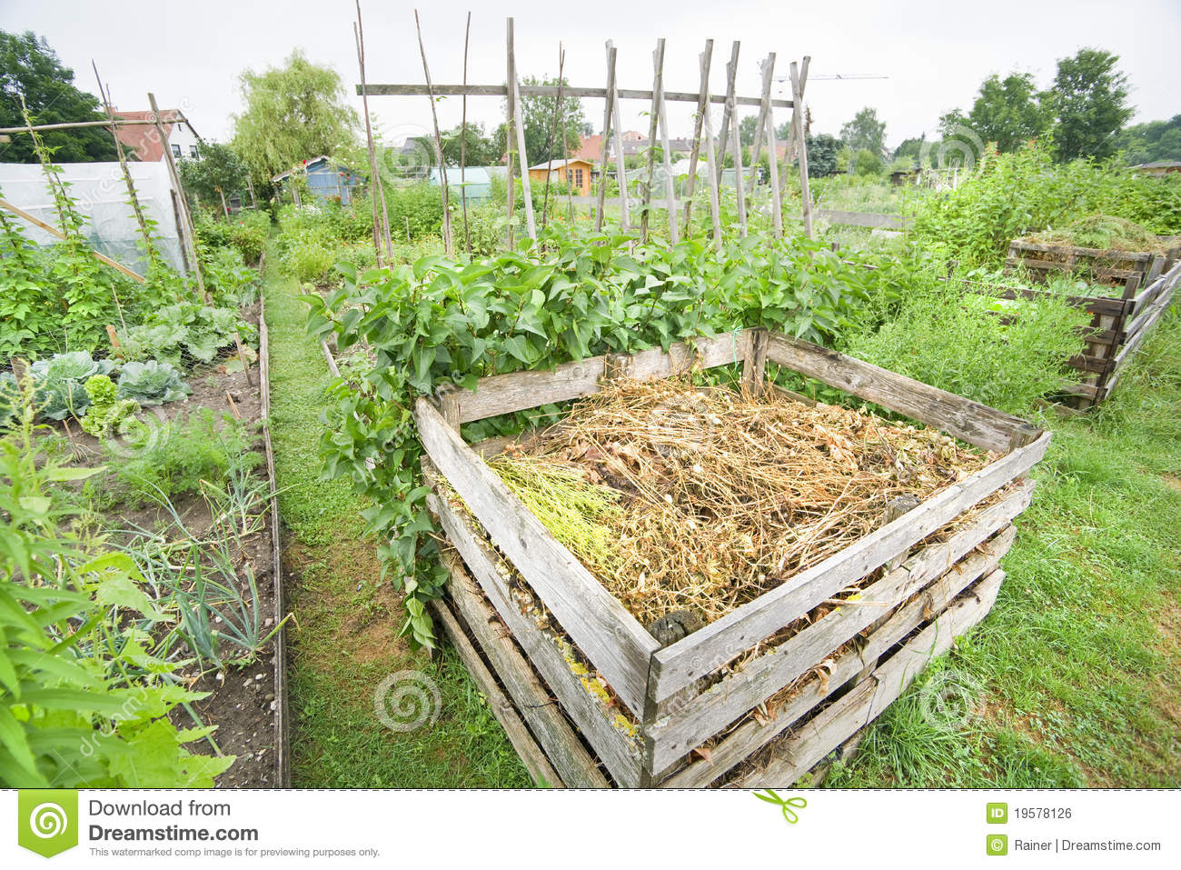 coffre de compost de jardin photo stock image du chute compost 19578126. Black Bedroom Furniture Sets. Home Design Ideas