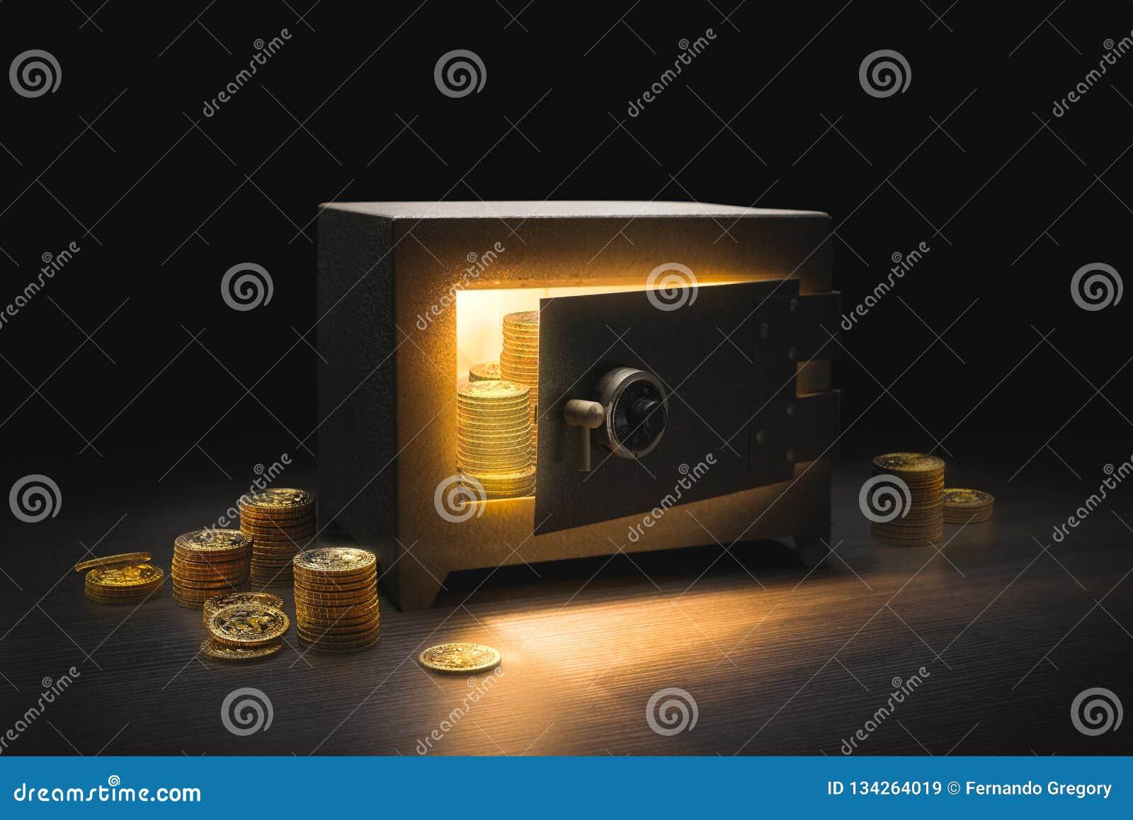 Cofre forte de aço do banco em um fundo escuro