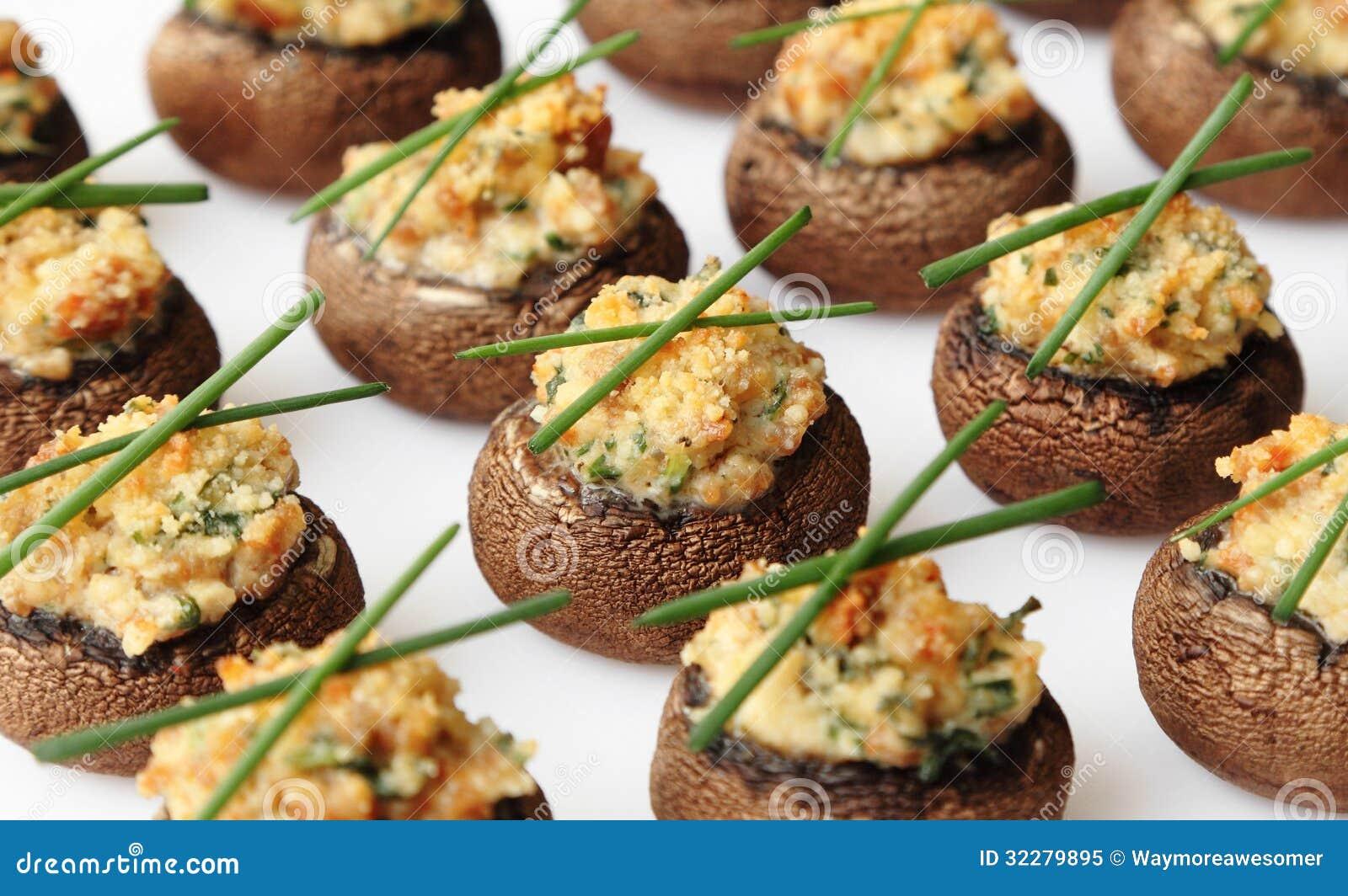Cogumelos enchidos