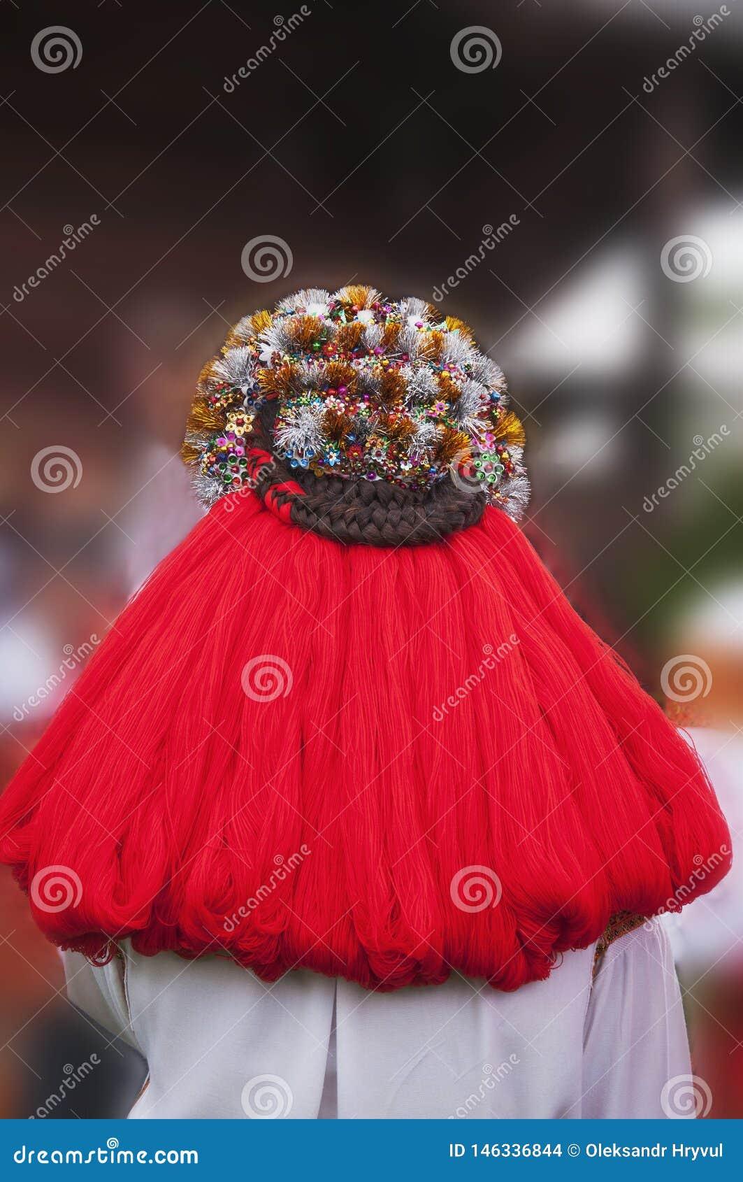 Coiffe ethnique ?pouser la guirlande Traditions de la région de montagne