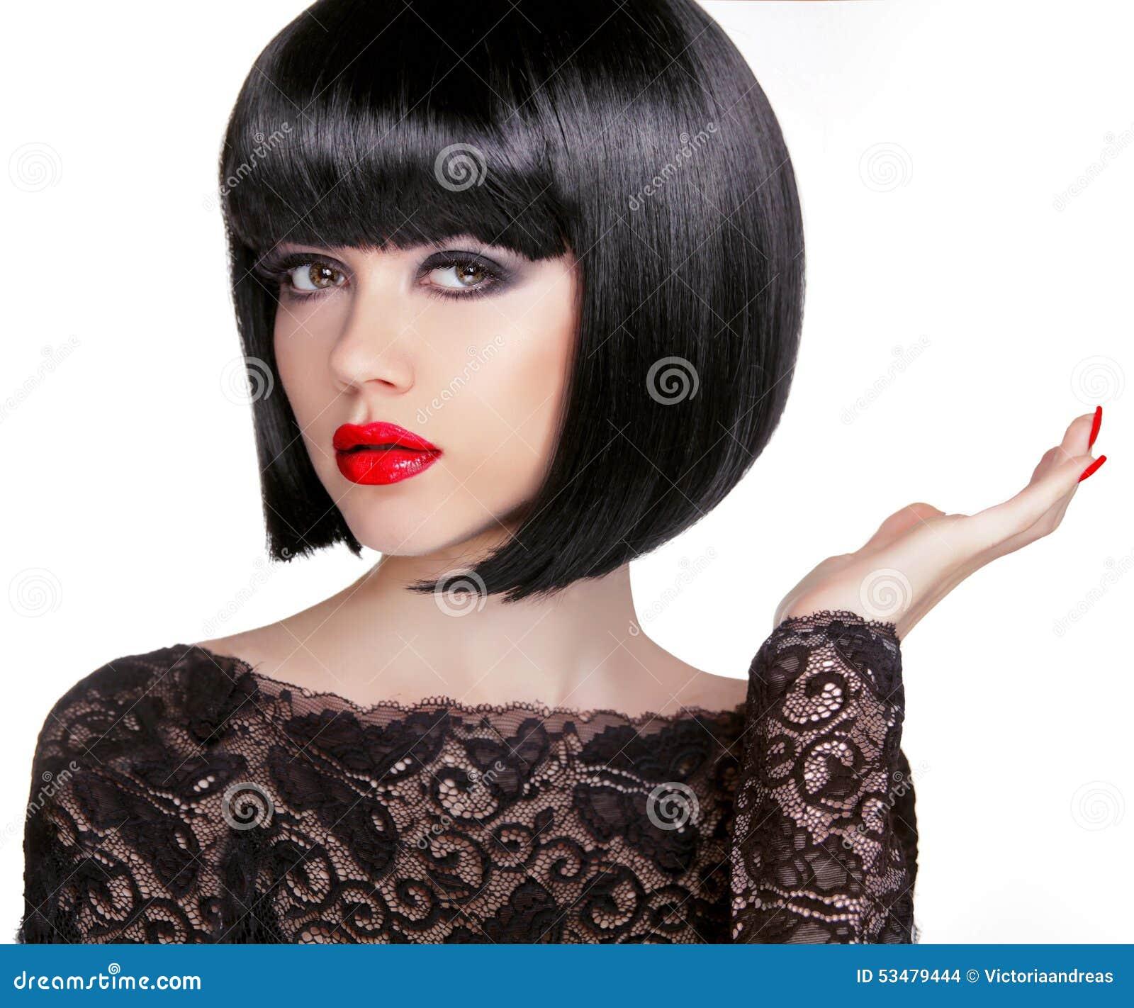 Фото девушки с короткой стрижкой каре