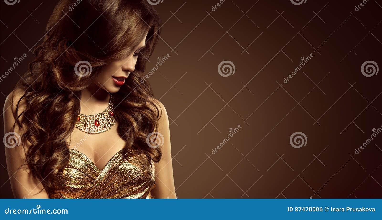 Coiffure de femme, beau style de Long Brown Hair de mannequin