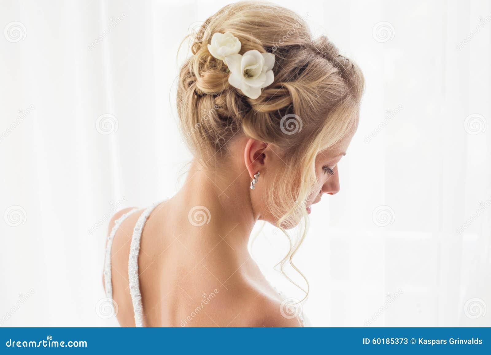 Coiffure de jeunes mariées pour épouser