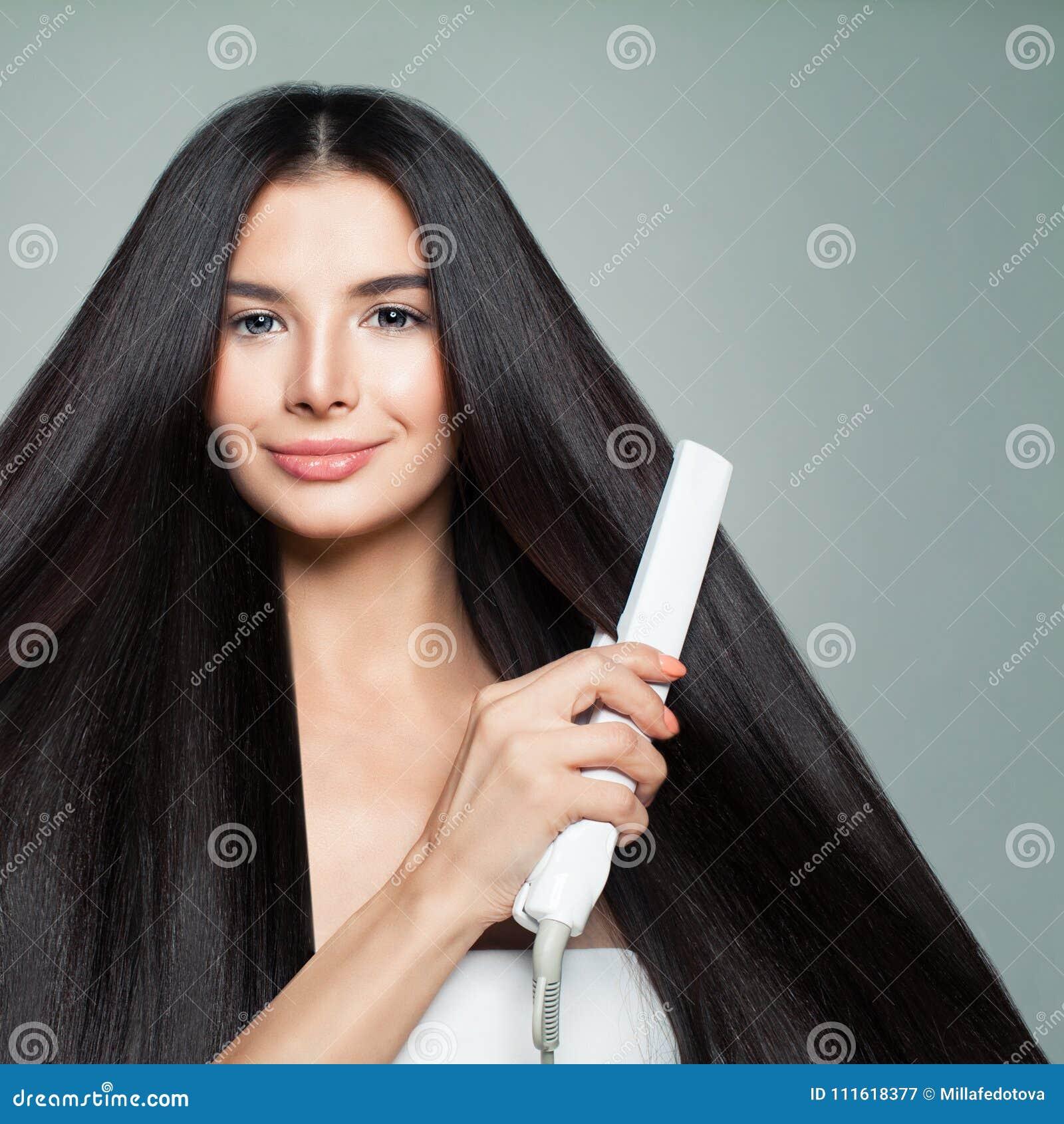 Coiffure Femme avec de beaux longs cheveux droits