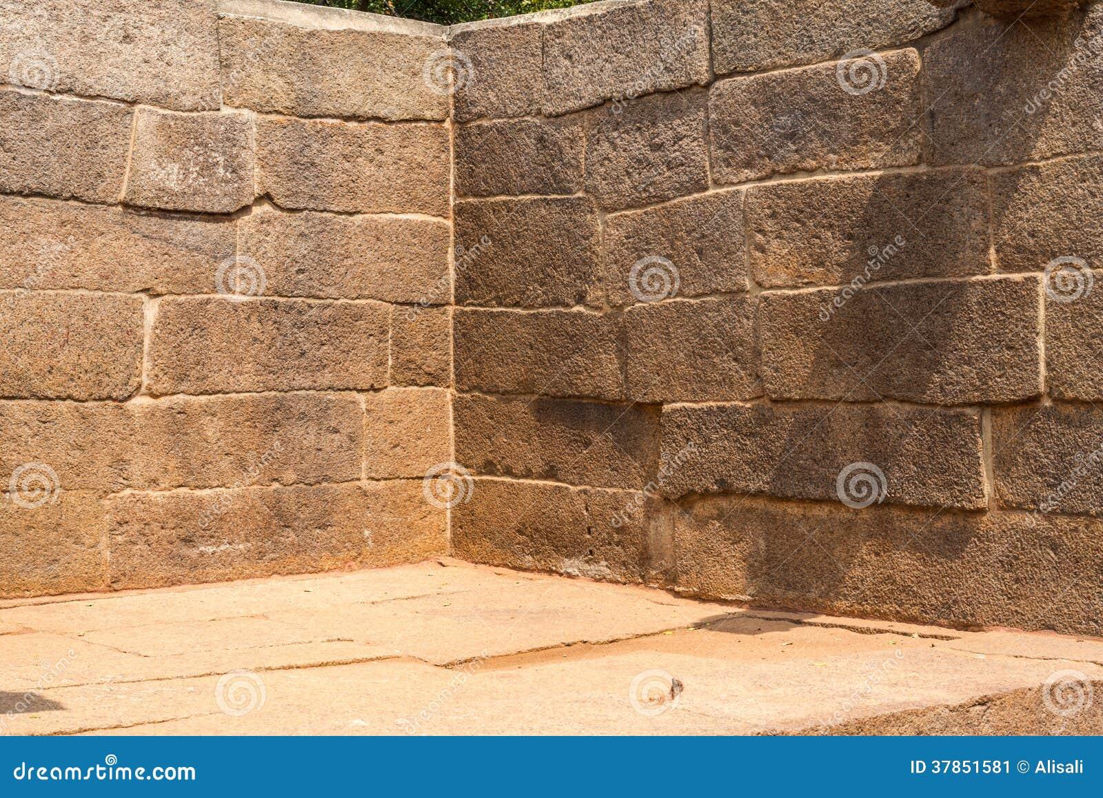 coin d 39 un mur antique blocs de pierre image stock image. Black Bedroom Furniture Sets. Home Design Ideas