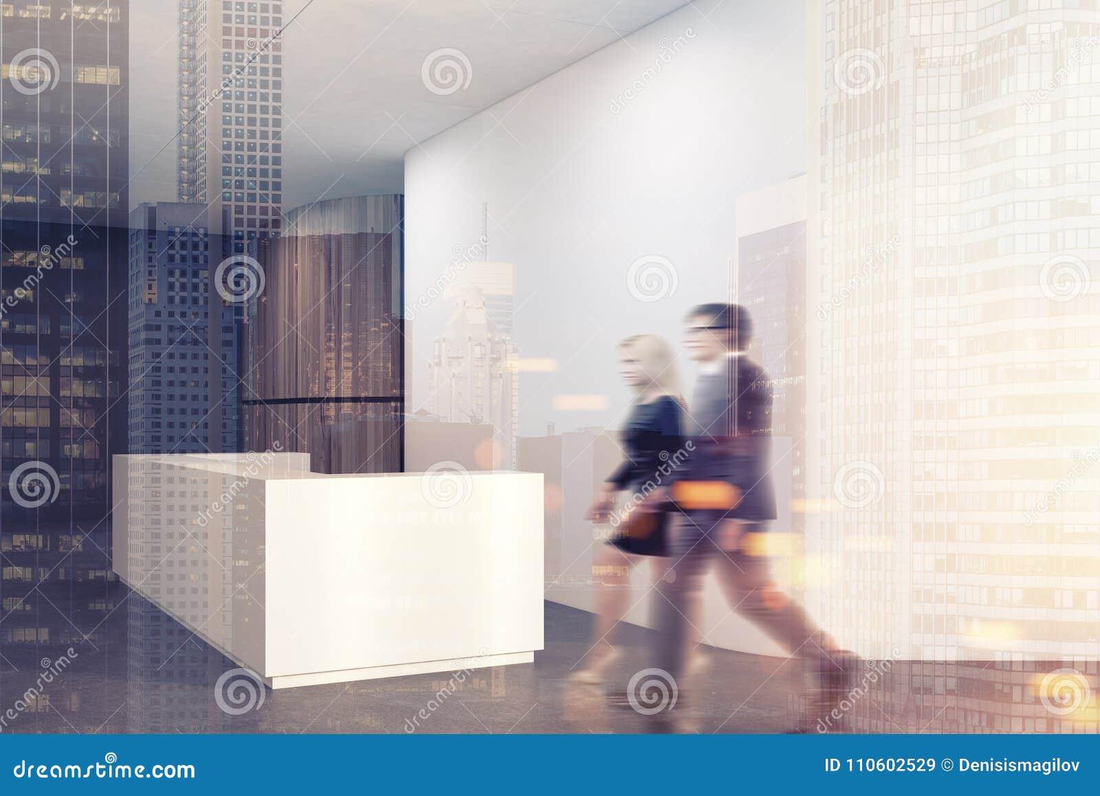 Coin de bureau blanc réception modifiée la tonalité image stock