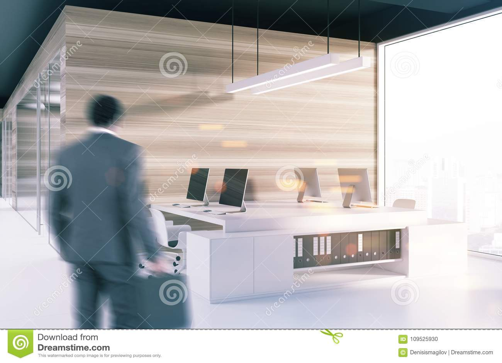 Coin de bureau noir de plafond tache floue d écrans d ordinateur