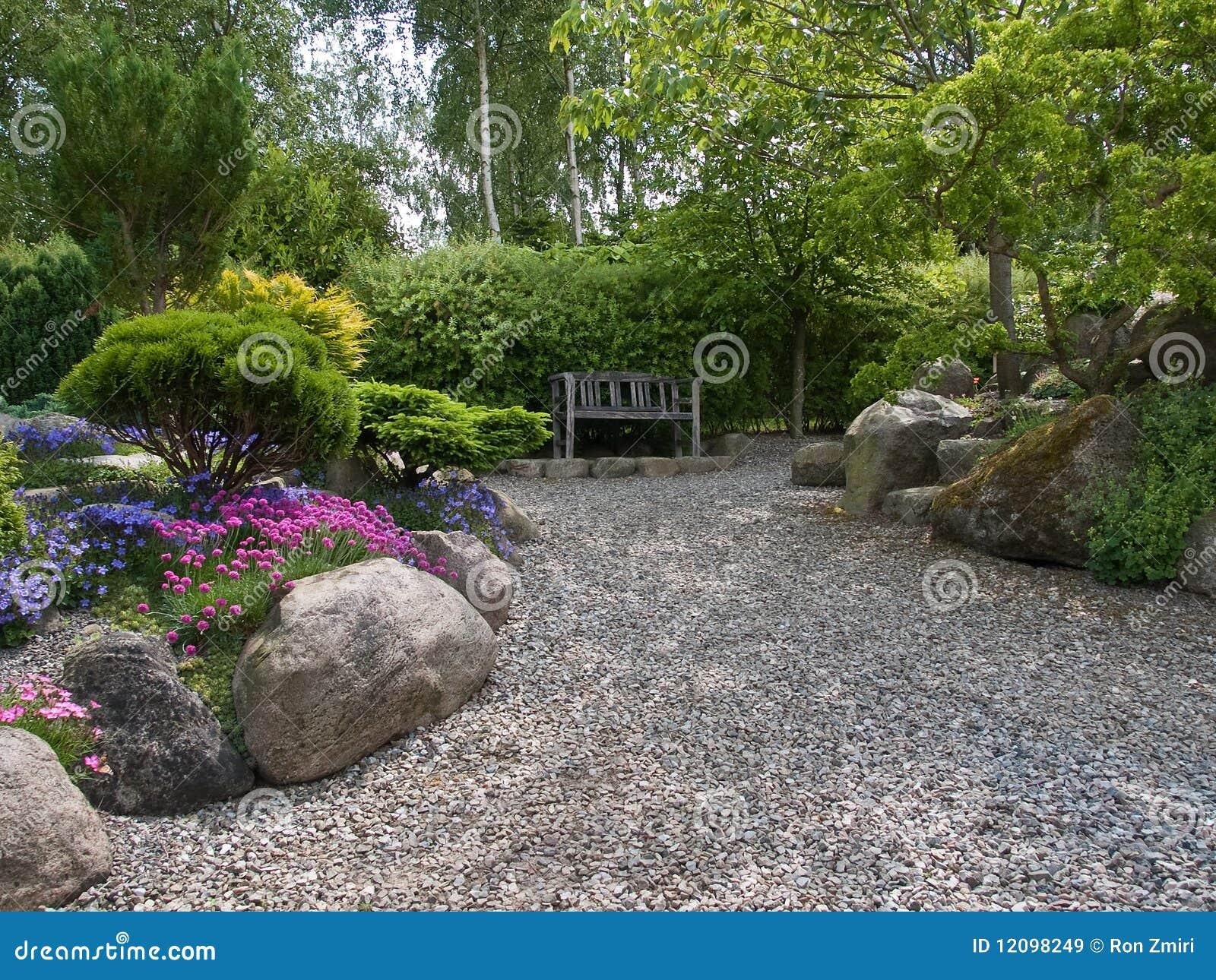 Coin romantique de montage de beau jardin images libres de - Salon de jardin romantique ...