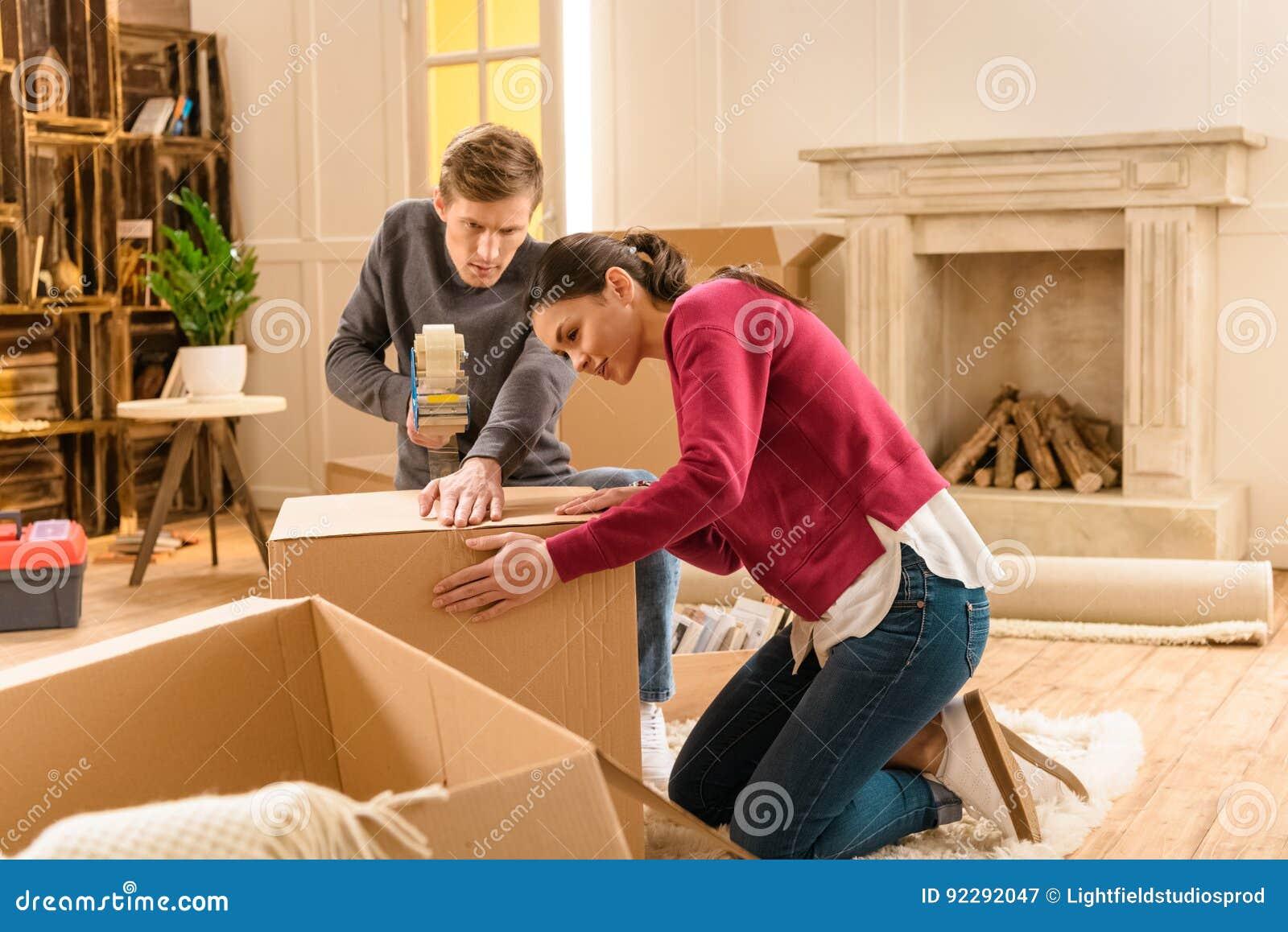 Coisas novas da embalagem dos pares para casa movente