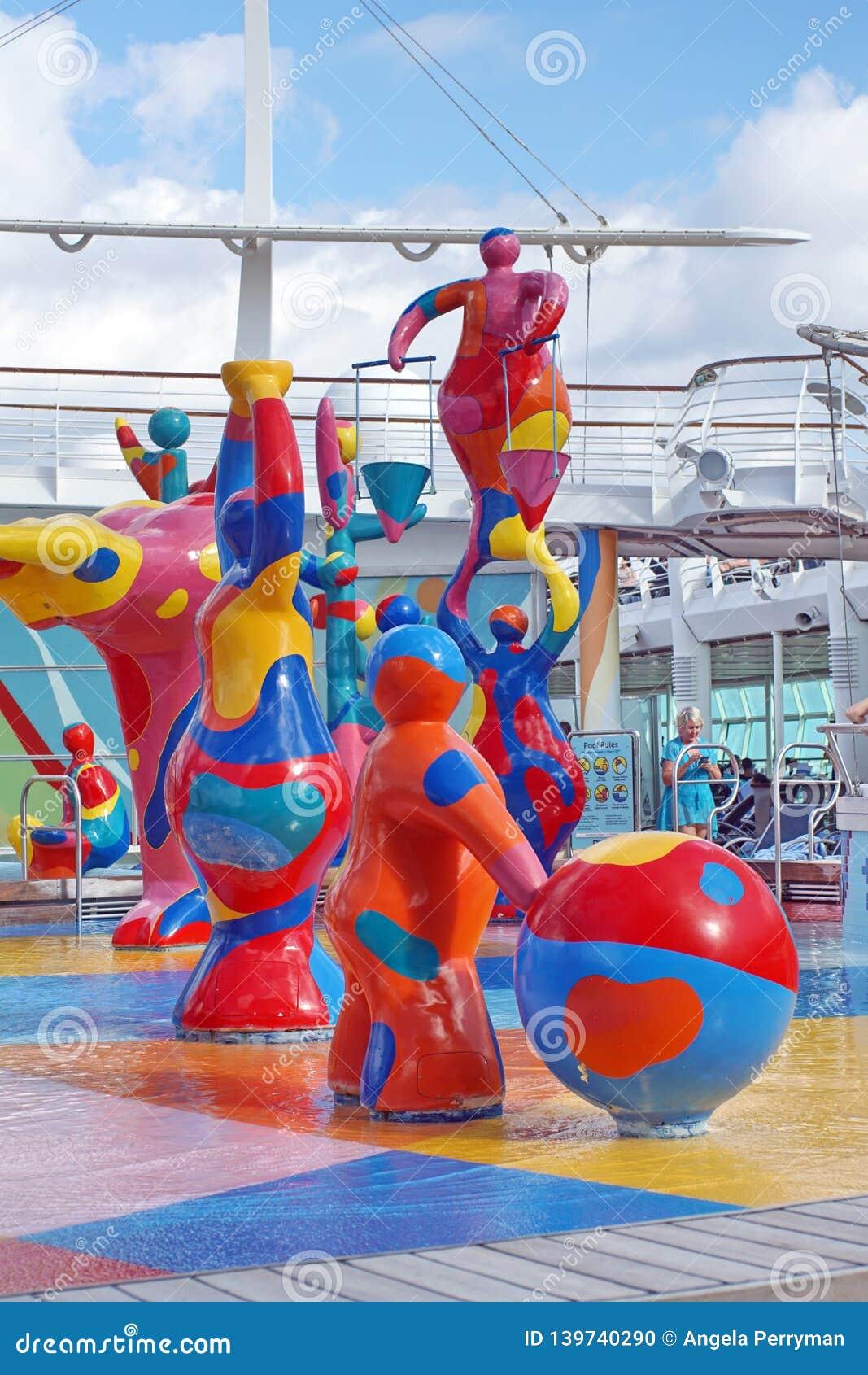 Cojín del chapoteo del ` s de los niños en un barco de cruceros