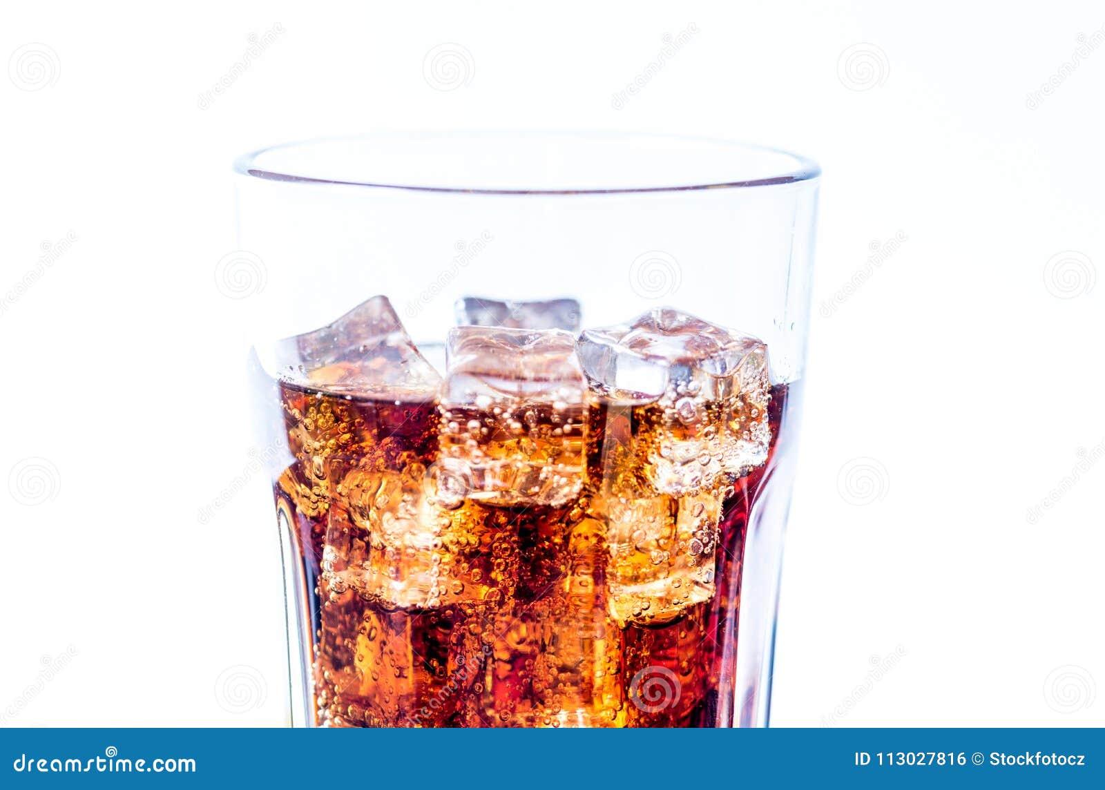 Cola con los cubos de hielo