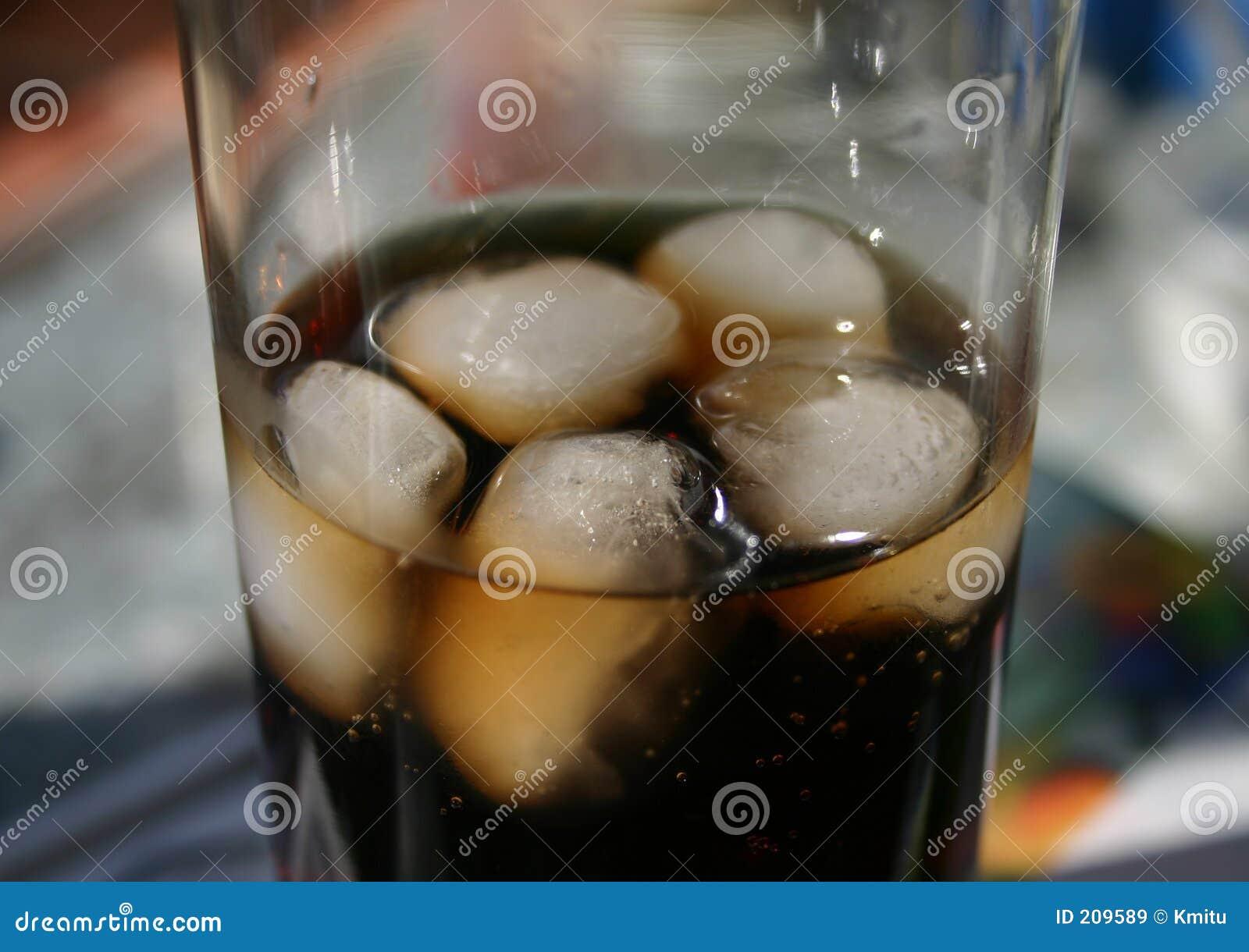 Cola sul primo piano del ghiaccio