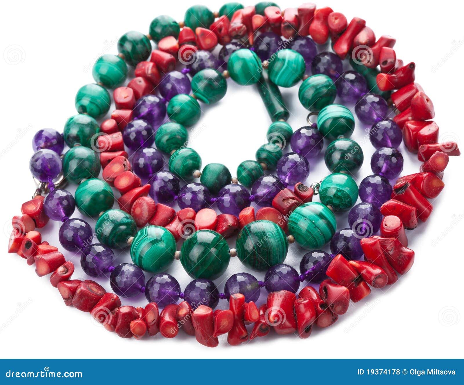 Colares naturais coloridas isoladas