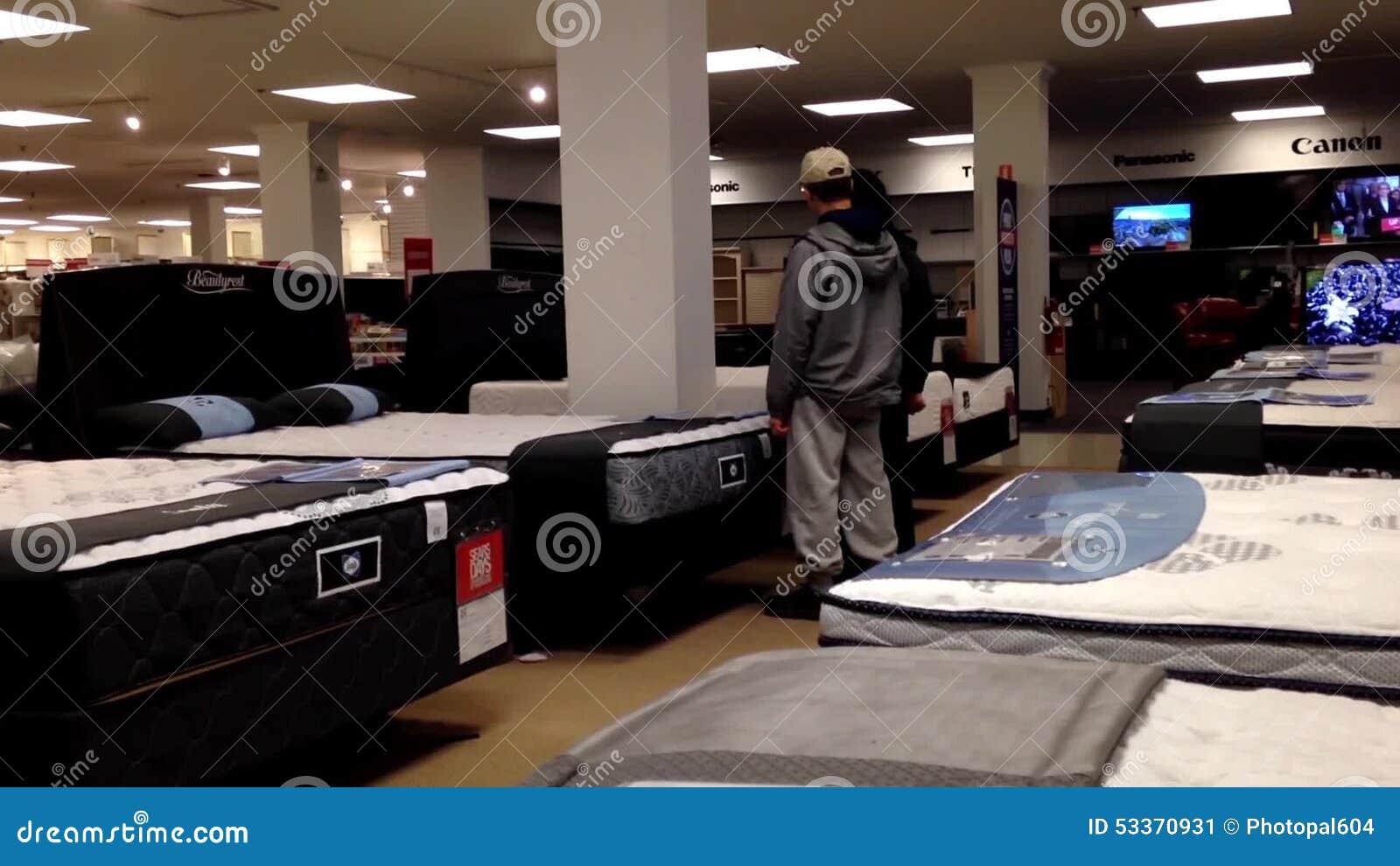 Colchón De Las Compras De OCustomer Dentro De La Tienda De Sears ...