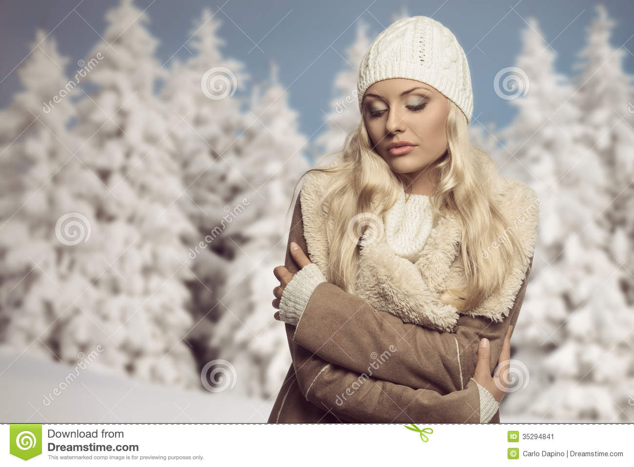 cold woman with winter clothes stock image image 35294841. Black Bedroom Furniture Sets. Home Design Ideas