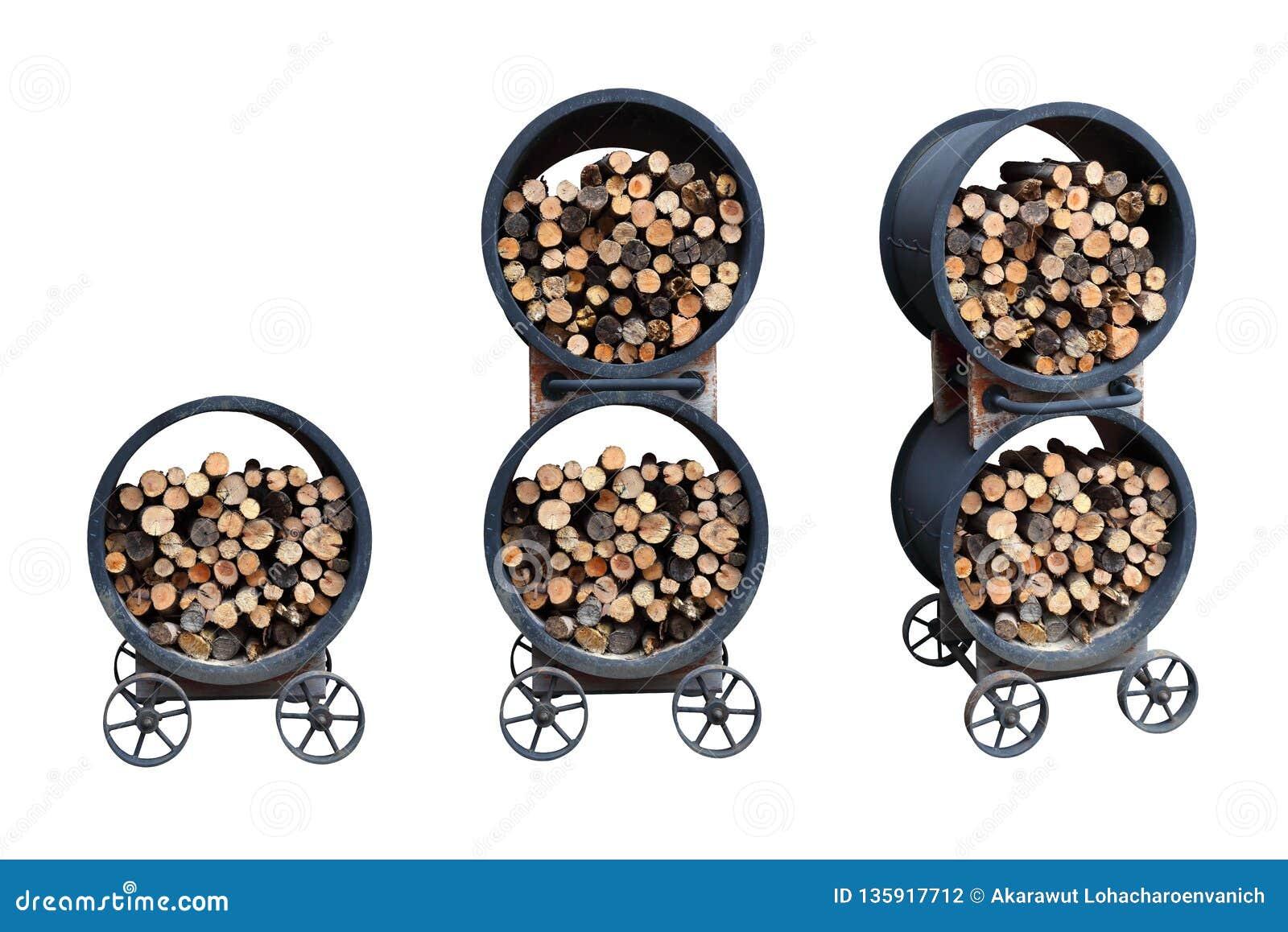 Coleção ajustada da pilha do estoque da lenha no carro da roda do recipiente do metal do ferro para o cozimento exterior isolado