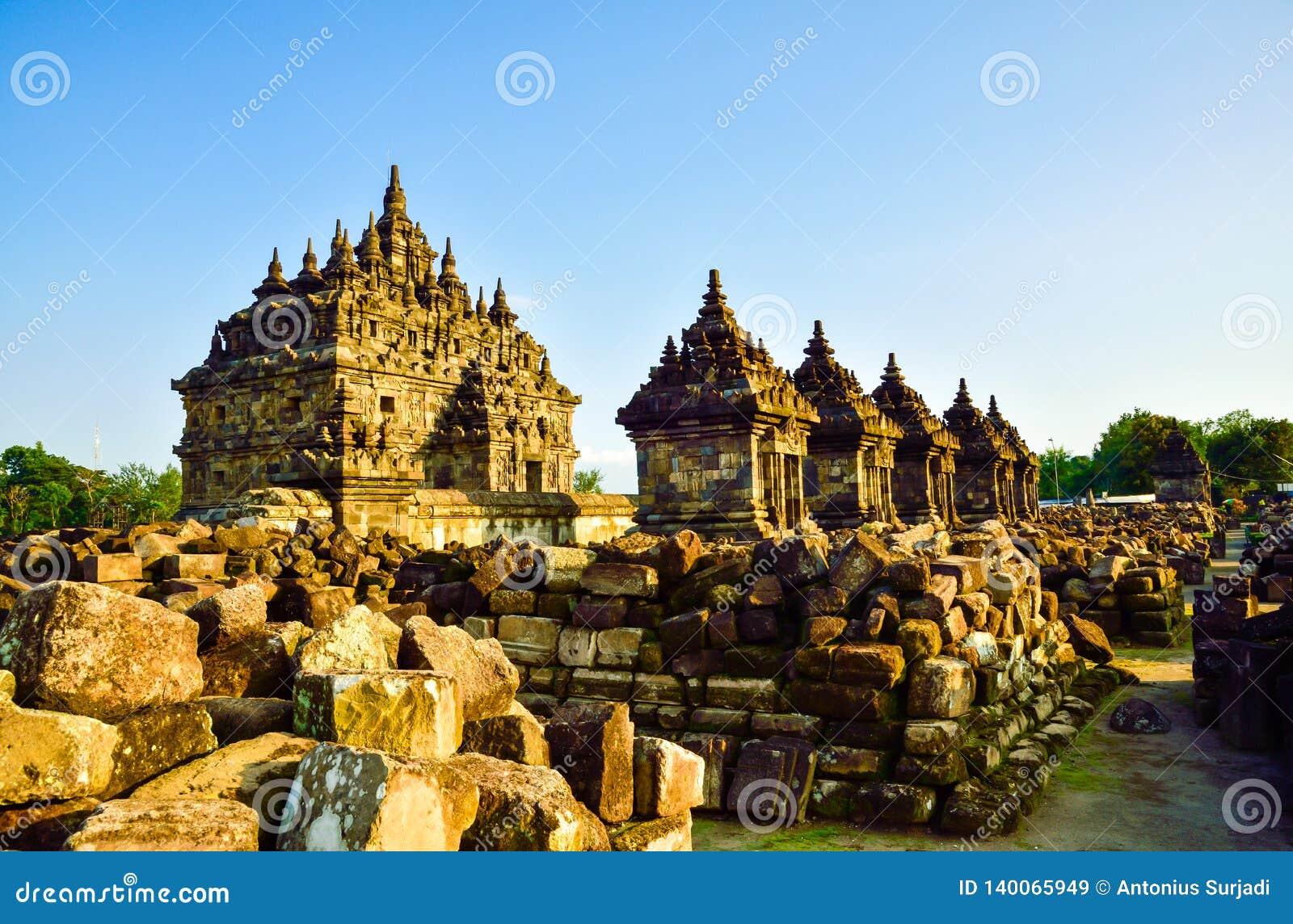 Coleção das ruínas do templo medieval da pedra velha tradicional da herança em Ásia Oriental em um complexo arqueológico