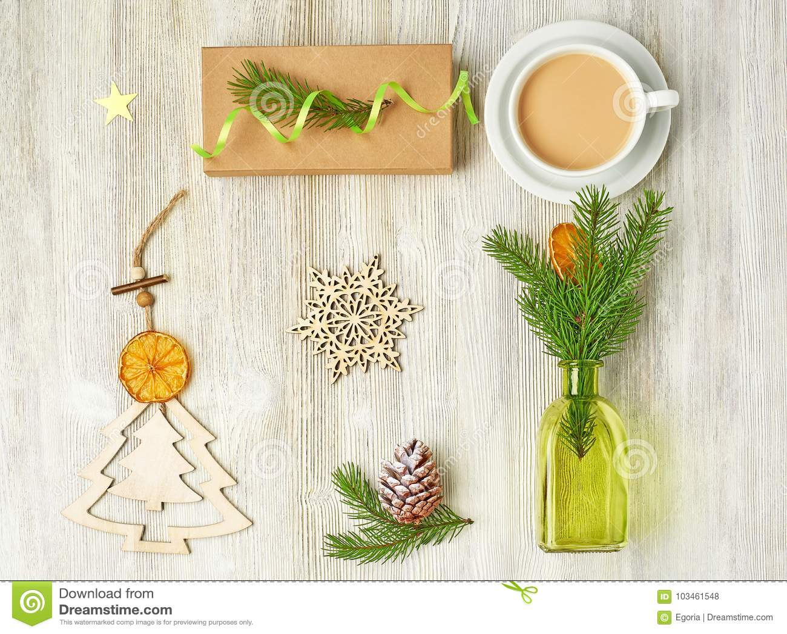 A coleção do Natal do Natal de madeira brinca sob a forma da A.A.