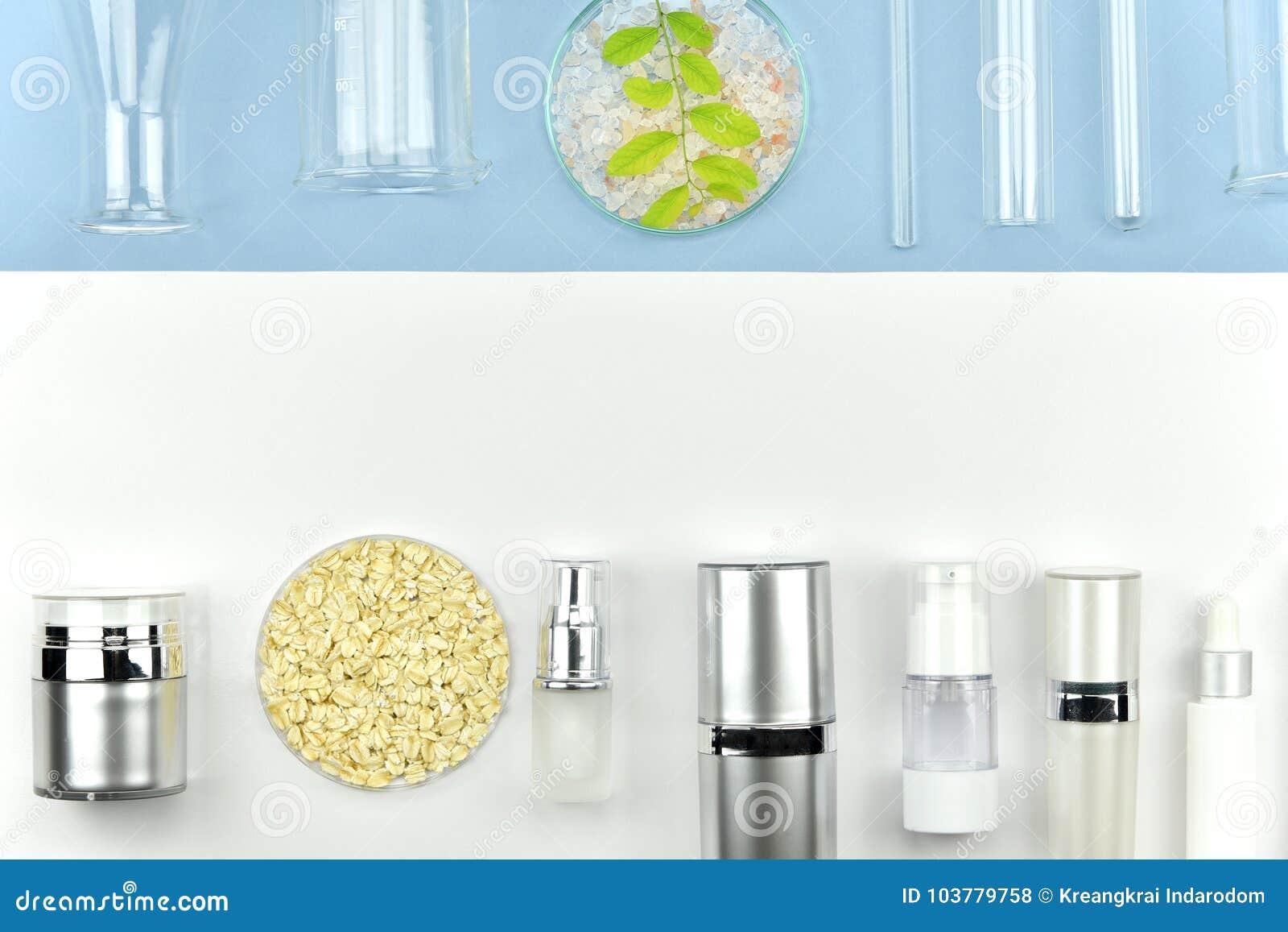 Coleção dos recipientes da garrafa e dos produtos vidreiros de laboratório cosméticos, etiqueta vazia para o modelo de marcagem c