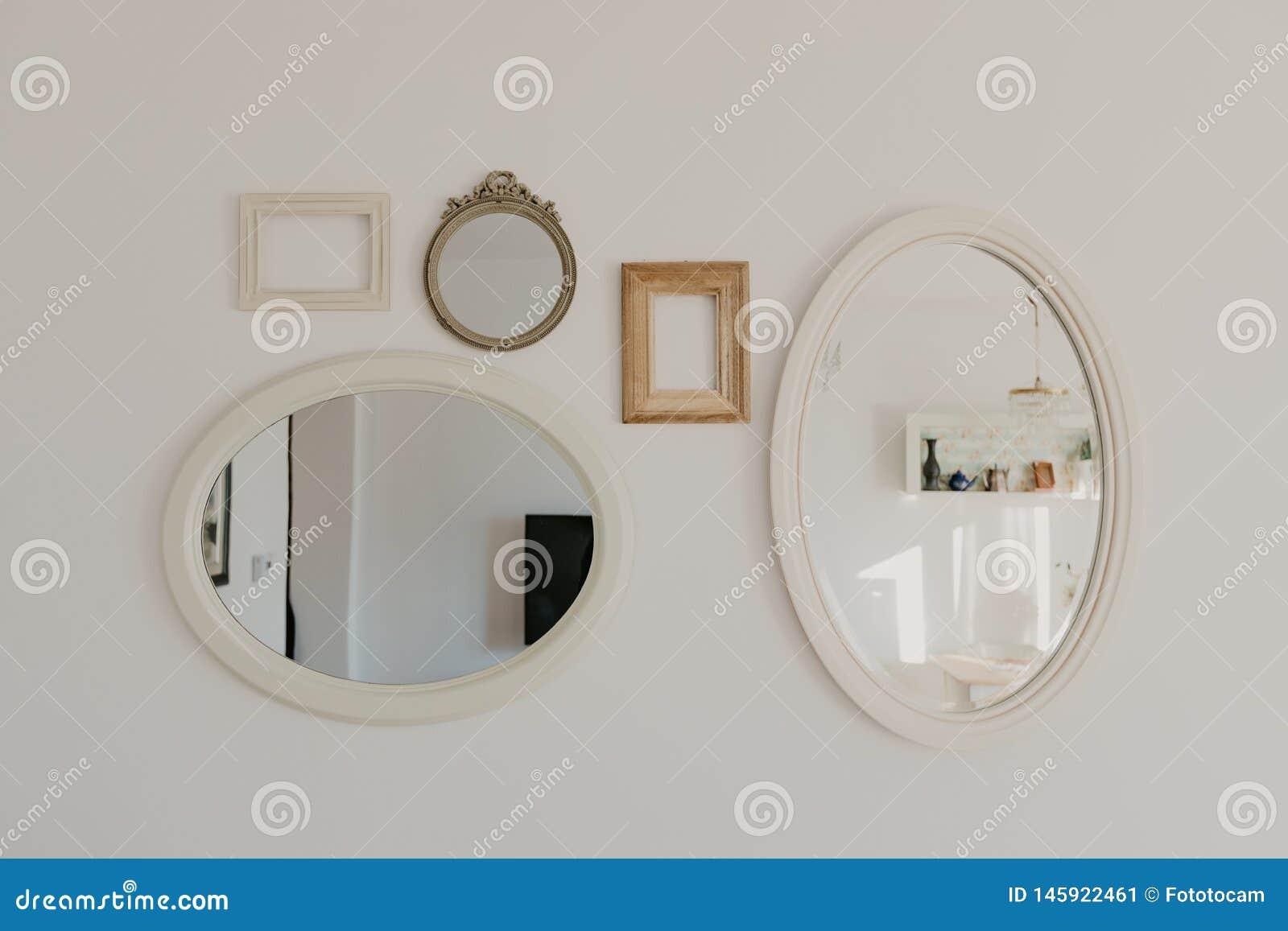 Cole??o dos quadros para imagens e espelhos