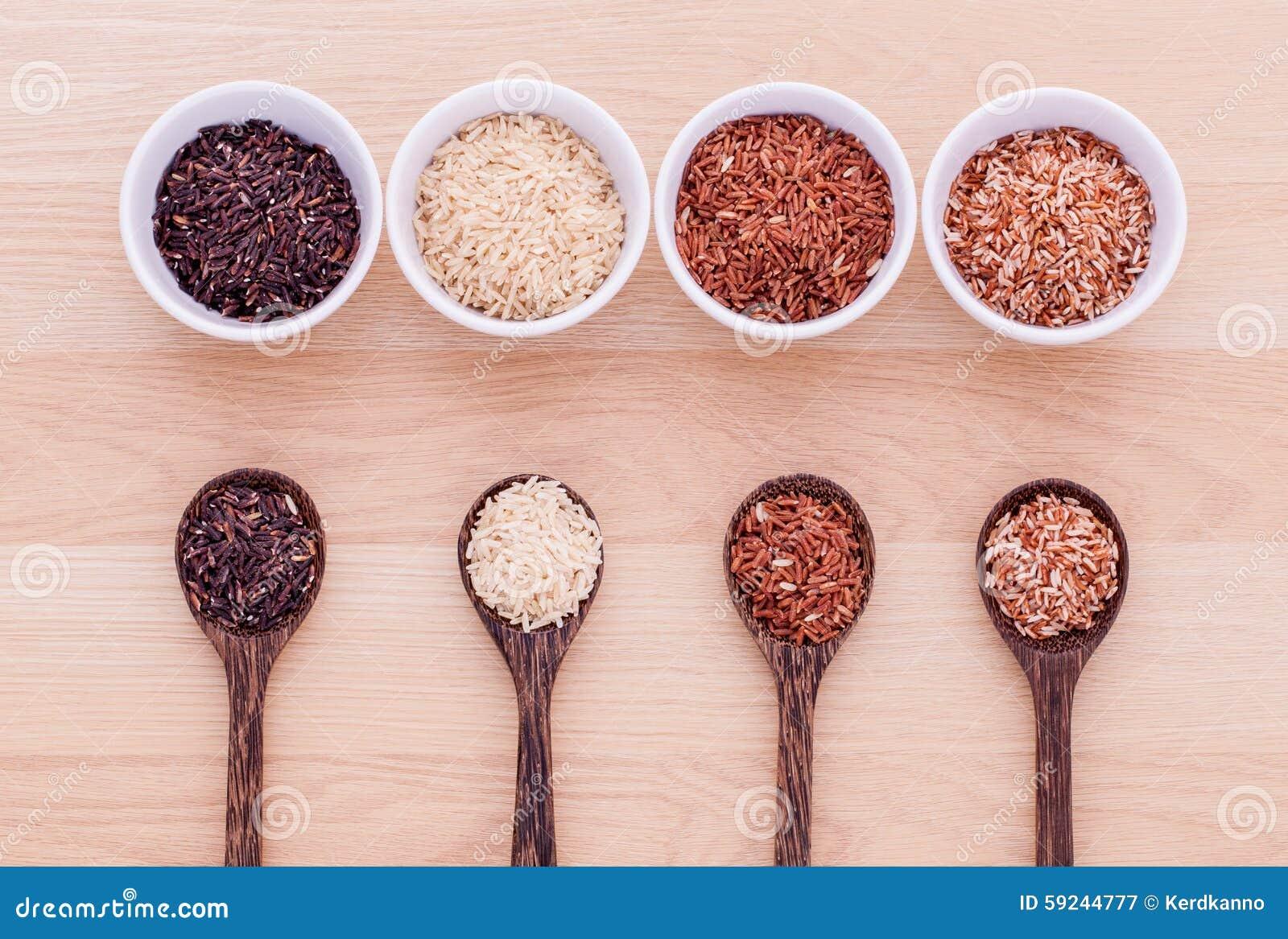 Colección de arroz tailandés del jazmín del grano entero