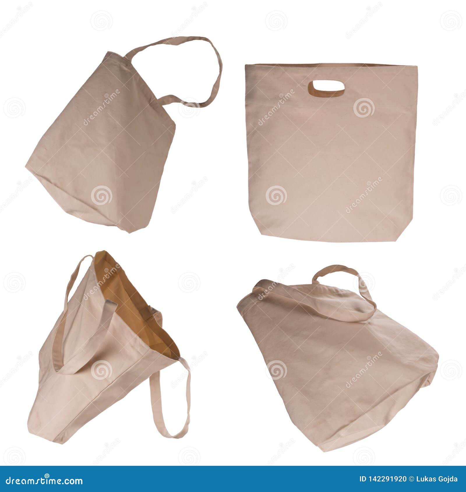 Colección de bolsos beige ligeros del algodón en el fondo blanco