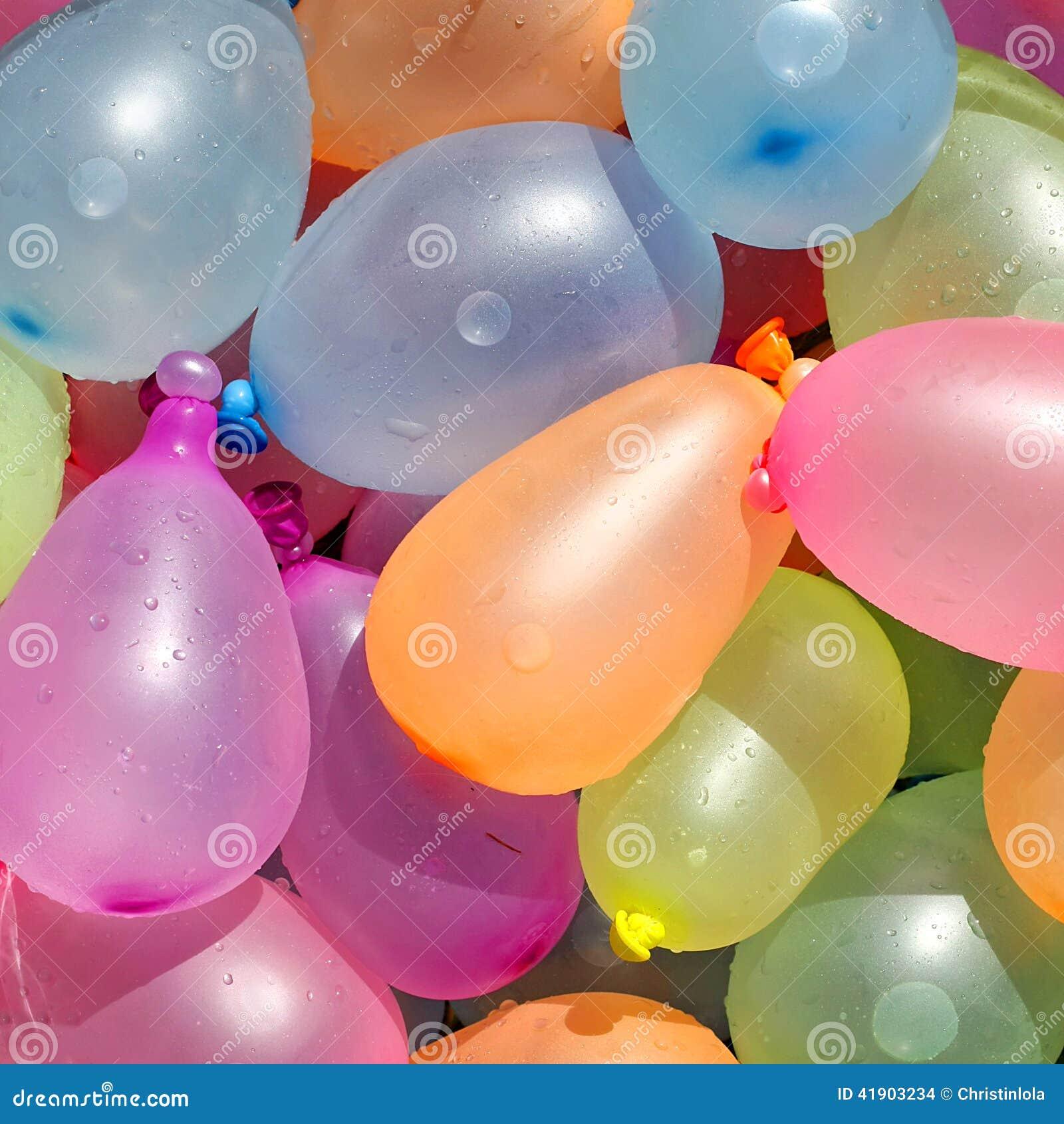 Colección de globos de agua coloridos