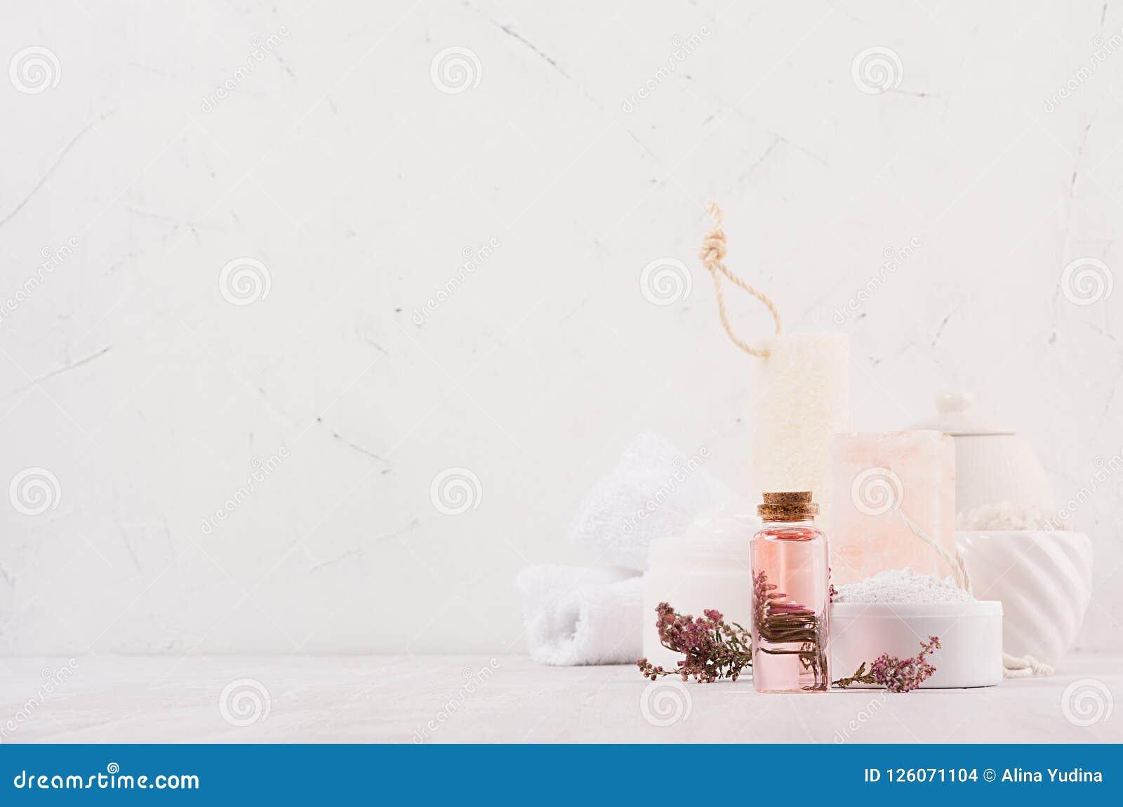 Colección orgánica de lujo de los cosméticos del balneario del cuidado del cuerpo y de piel, aceite rosado, flores, accesorios na