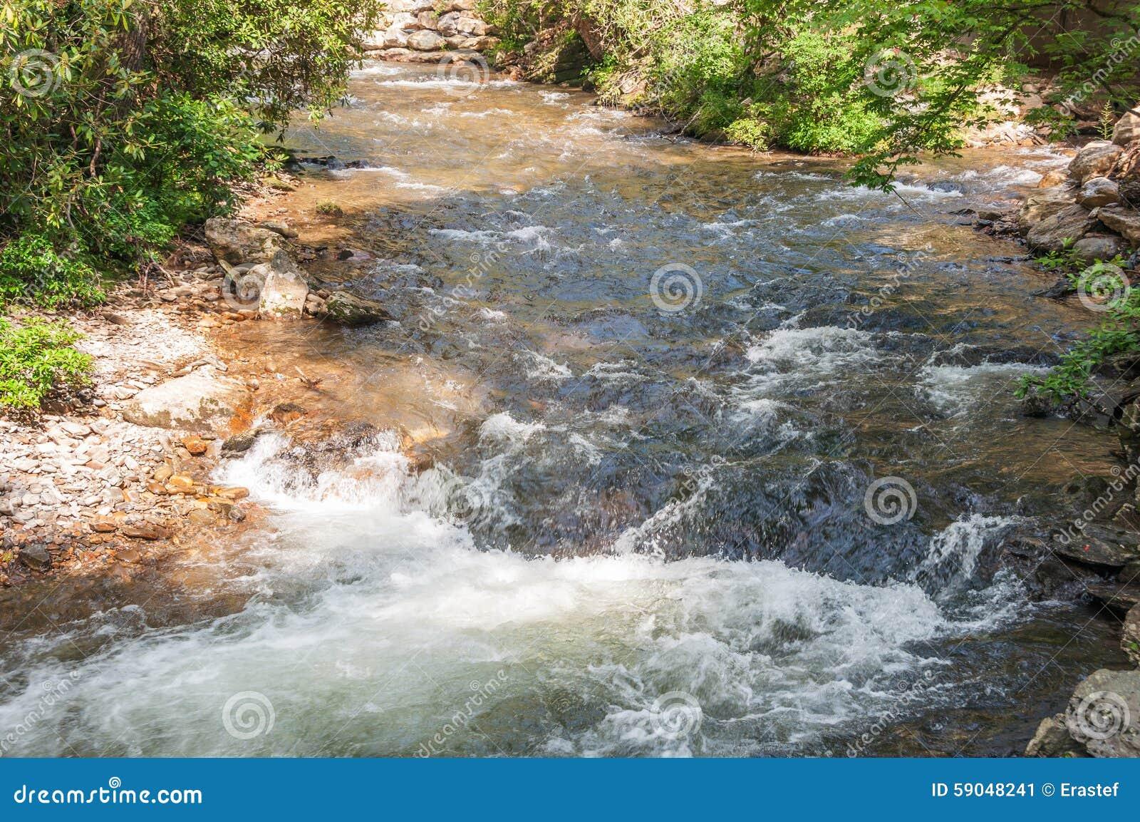 Coleman River junta-se a Tallulah River na floresta nacional de Chattahoochee