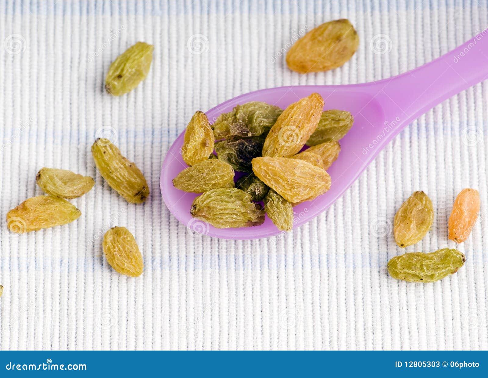 A colher encheu-se com os raisins