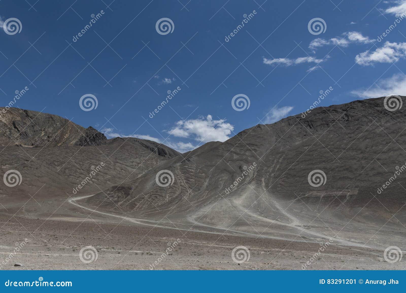 Colina magnética en Leh, ladakh, la India, Asia