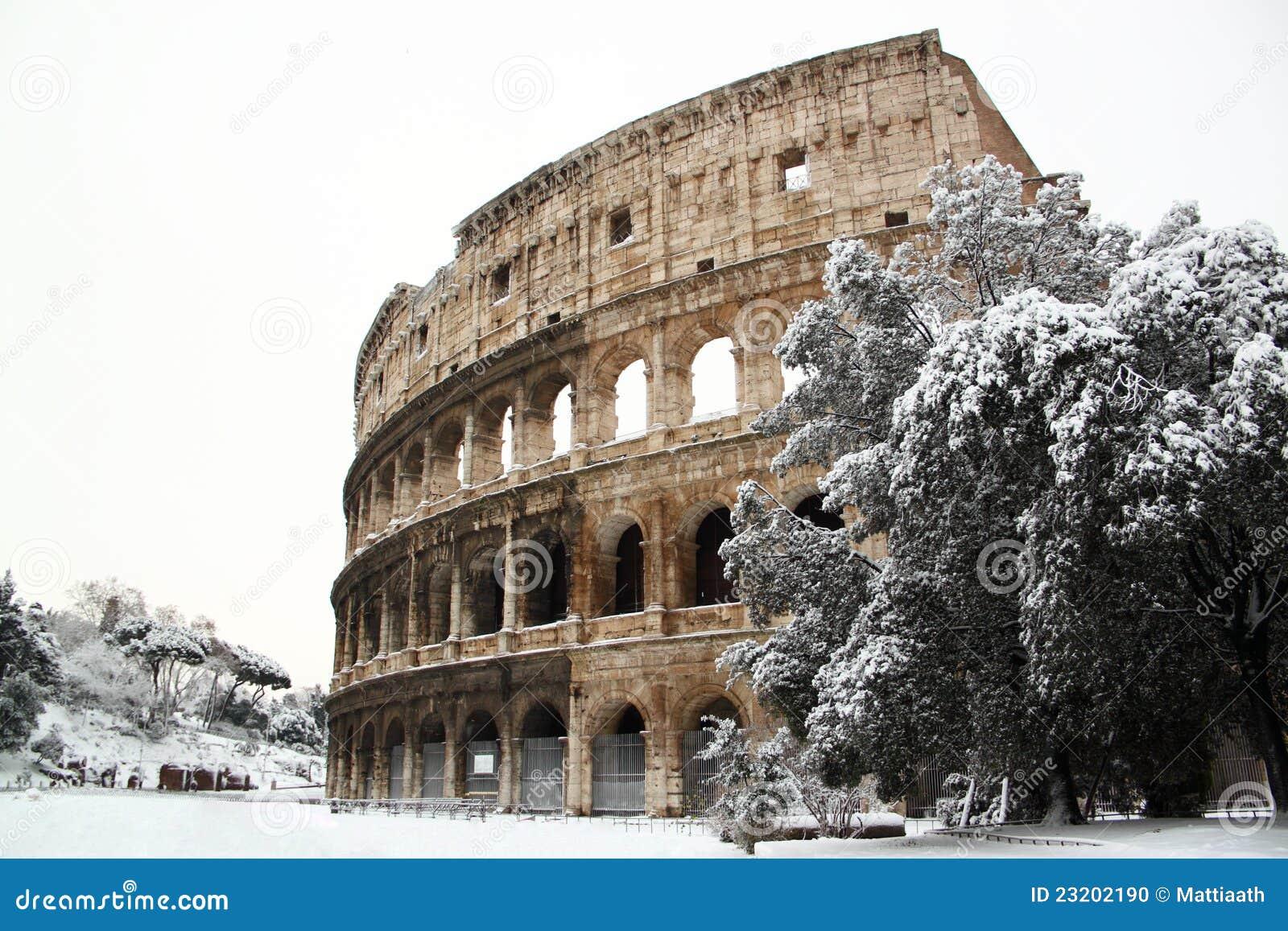 Coliseum die door sneeuw wordt behandeld