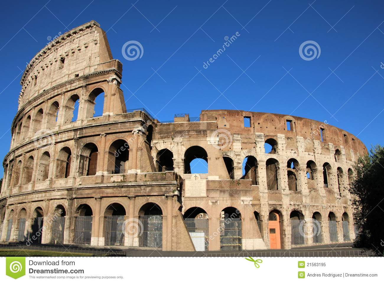 an examination of the architecture of the roman coliseums An amphitheatre was a structure built throughout the roman empire where ordinary people could watch such spectacles as gladiator games amphitheatres are one of the best surviving examples of ancient roman architecture.