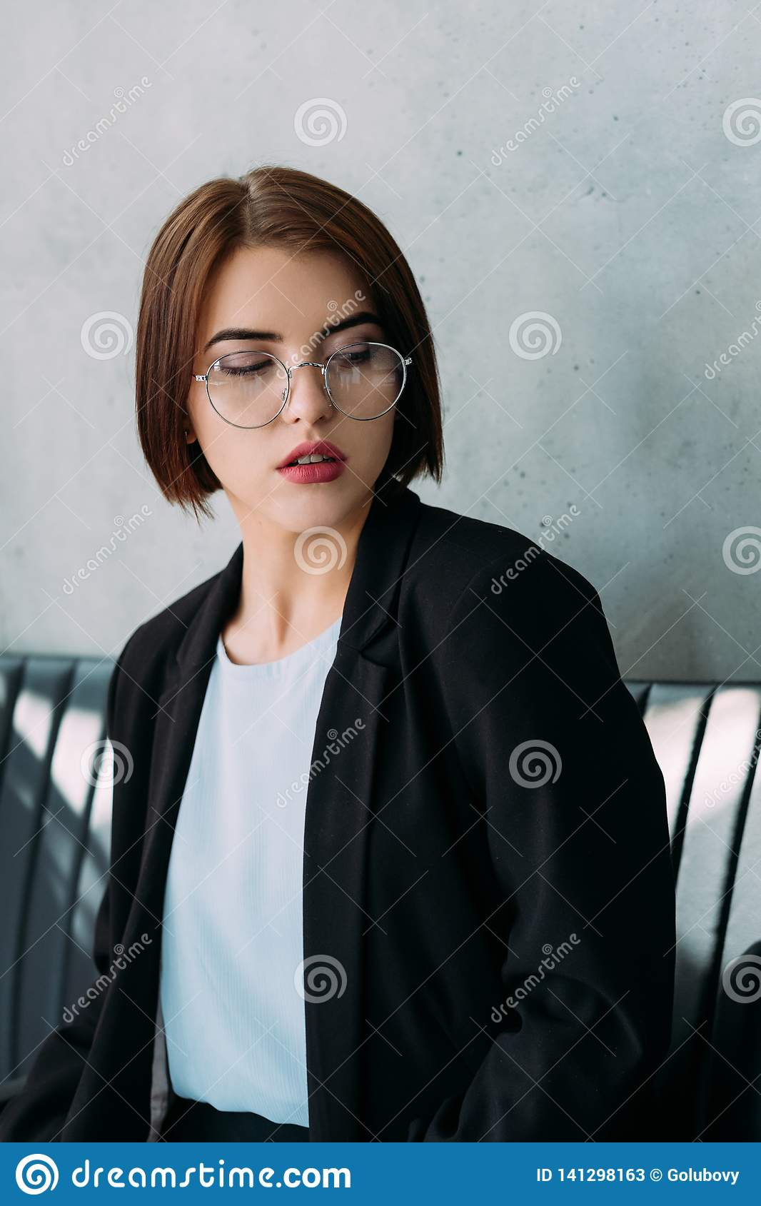 Collègue supérieur d affaires de jeune femme d expression