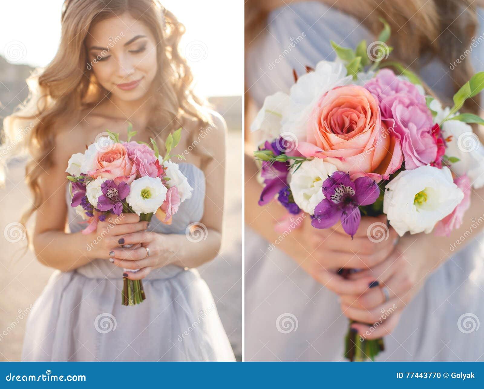Collage-brud med en bukett av blommor i en bröllopsklänning nära havet